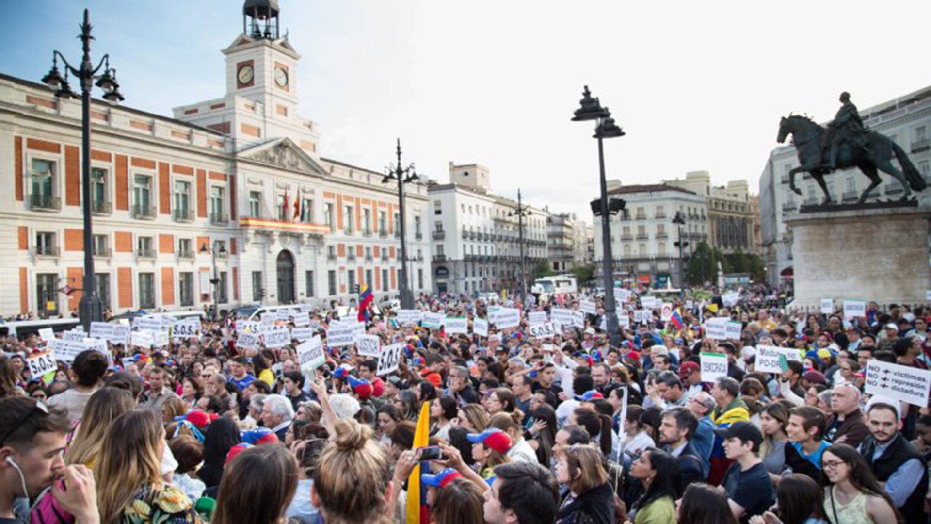 Cientos de personastambién se manifestaron en Madrid