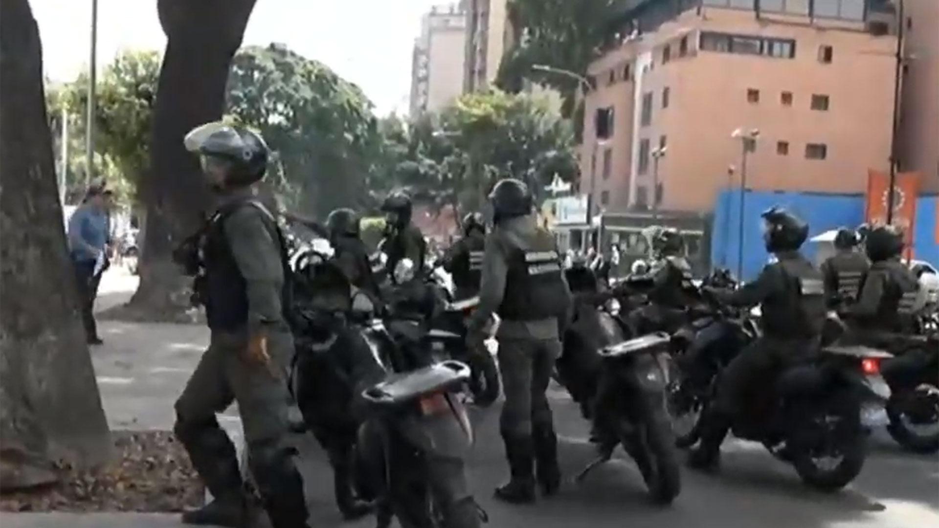 Efectivos de la Guardia Nacional Bolivariana dispersaron las marchas