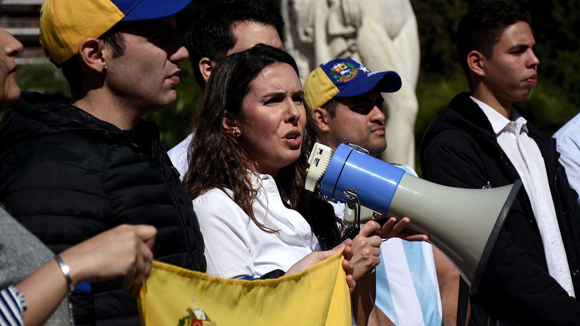 Elisa Trotta, la embajadora venezolana en Argentina nombrada por Guaidó, encabezó la manifestación este miércoles 1 de mayo en Buenos Aires, Argentina