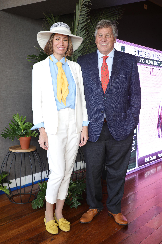 Verónica Quintana, jefa de Prensa del Hipódromo de Palermo, y Antonio Bullrich, presidente de la Comisión de Carreras