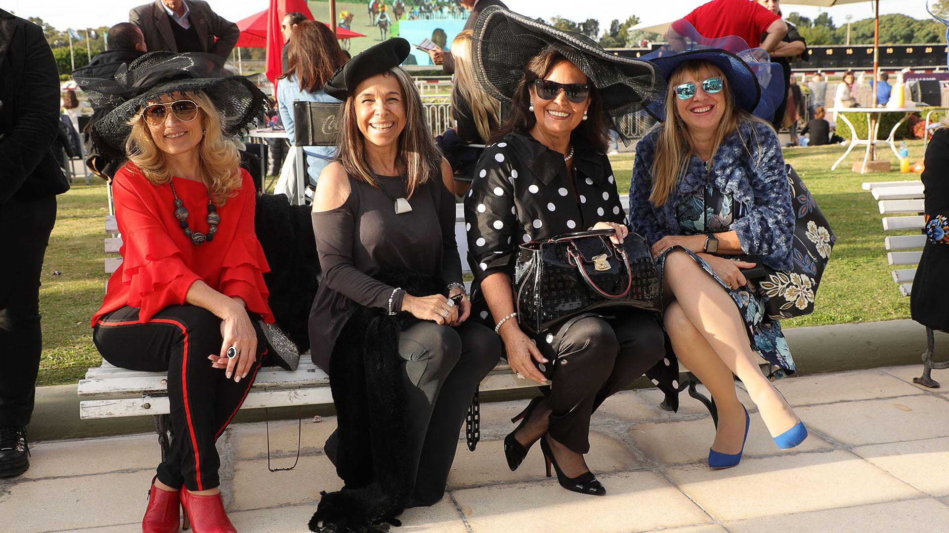 """La 3º edición de Hat Show propuso un dress code digno del """"deporte de los reyes"""", para simular una carrera de Ascot o Melbourne en Palermo"""
