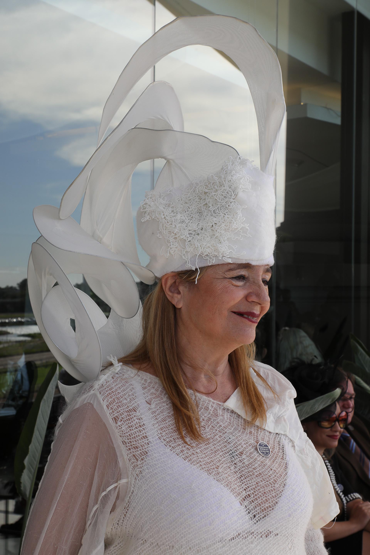 Cada persona que lució un sombrero sustentable colaboró también con la fundación EcoMujeres, ya que parte de lo recaudado en la feria fue a beneficio de la ONG que preside Aleandra Scaffati