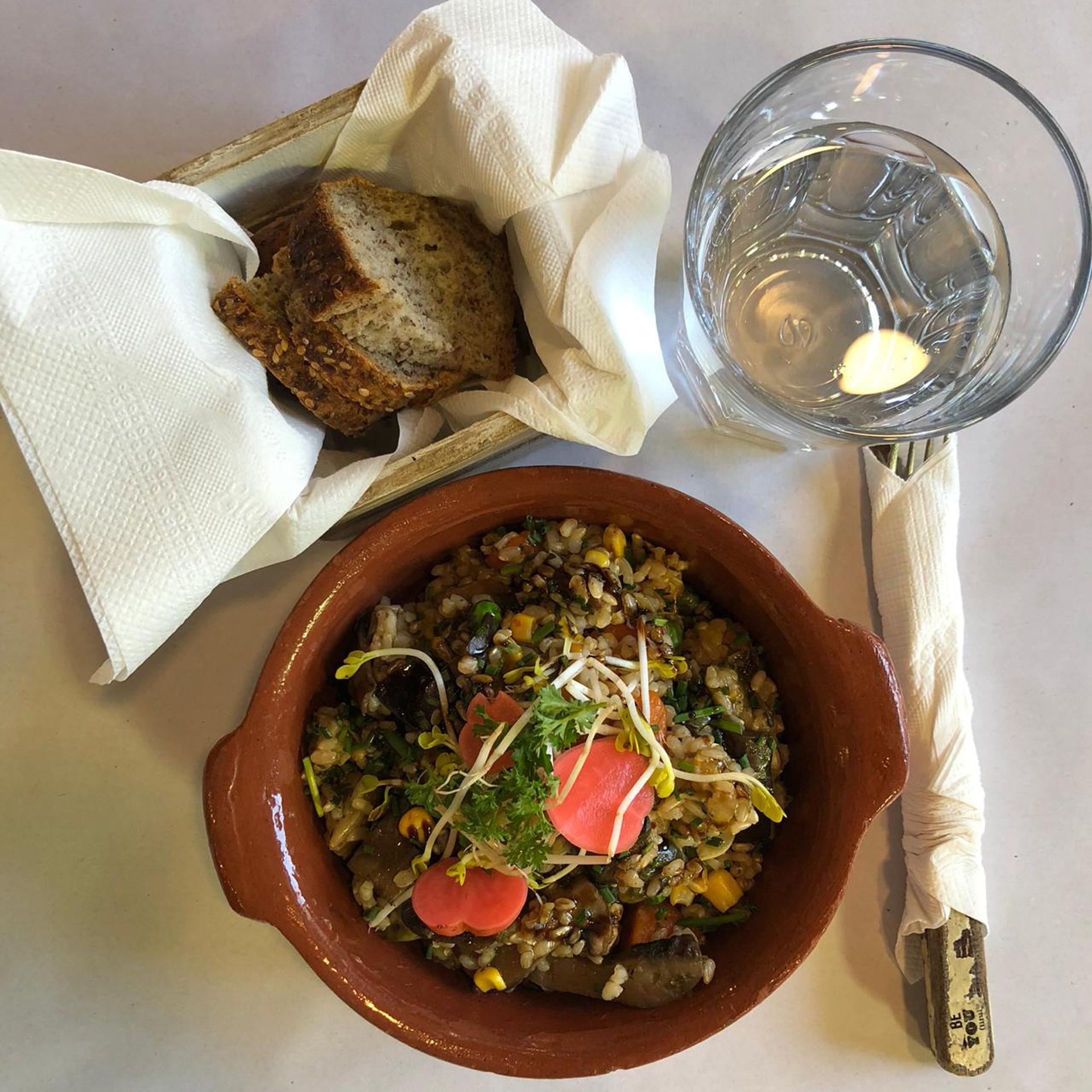 Wok de arroz yamani con vegetales, uno de los platos del día en Despacho de Sabores