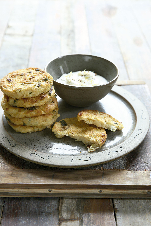 Friterra, bocados de papa y cebollas de verdeo con queso crema