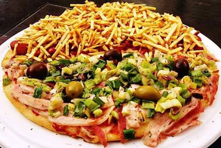 Pizza sin T.A.C.C con dos sabores, unos de los platos que más salen en la pizzería de Liniers
