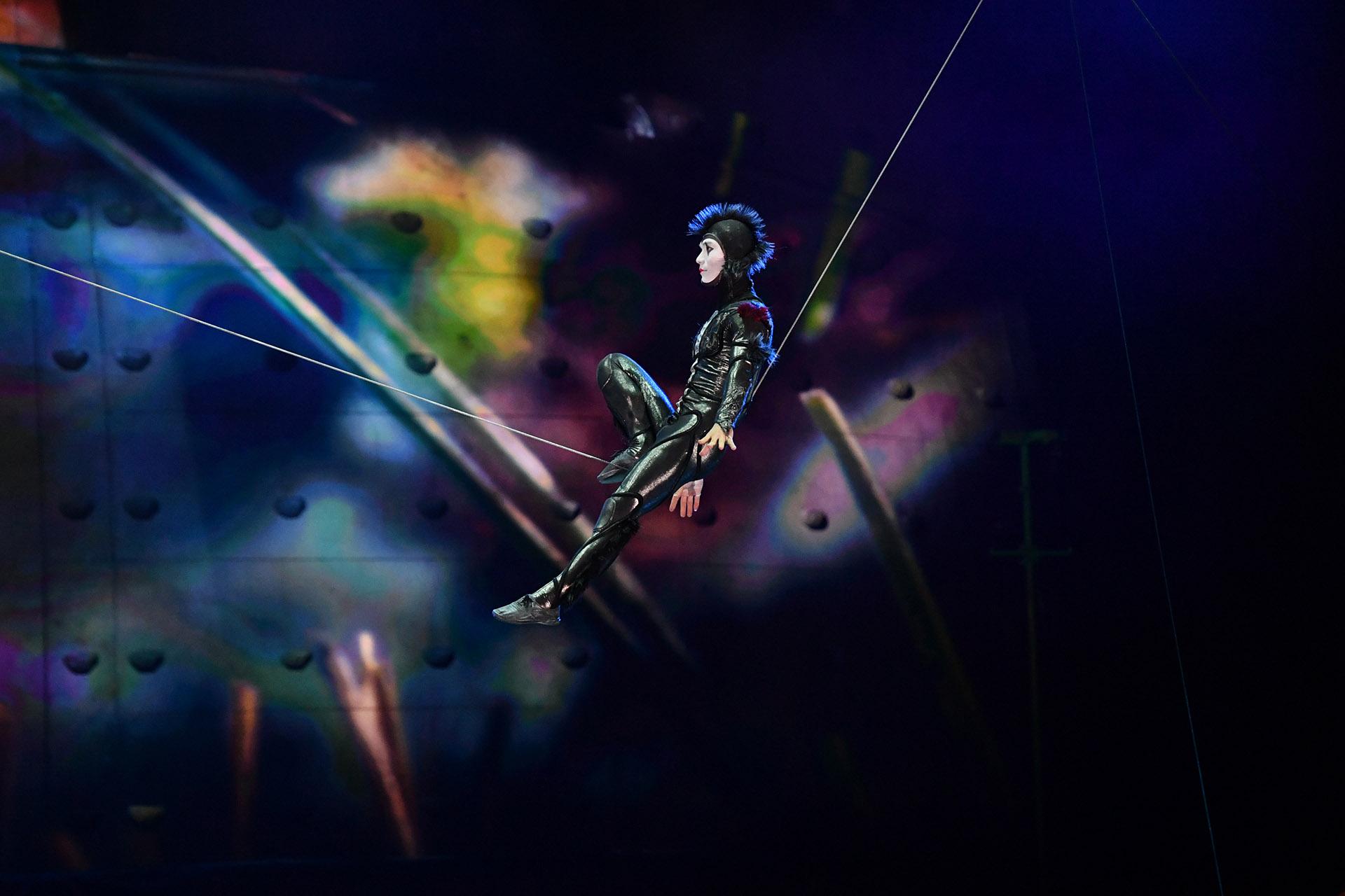 """En """"OvO"""" lo pequeño se vuelve inmenso: el mundo de los insectos se vuelve el entorno en el que se sumerge el público para disfrutar del espectáculo (Cirque du Soleil)"""