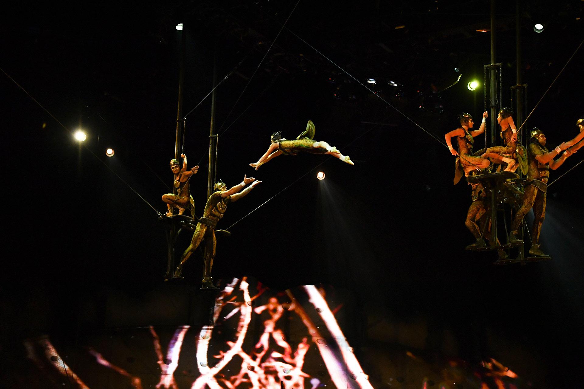 """La crew de """"OvO"""" está compuesta por personas provenientes de 17 países: Australia, Bielorrusia, Bélgica, Brasil, Canadá, Chile, China, Dinamarca, Francia, Moldavia, Mongolia, Russia, España. Taiwan, Ucrania, Reino Unido y Estados Unidos (Cirque du Soleil)"""