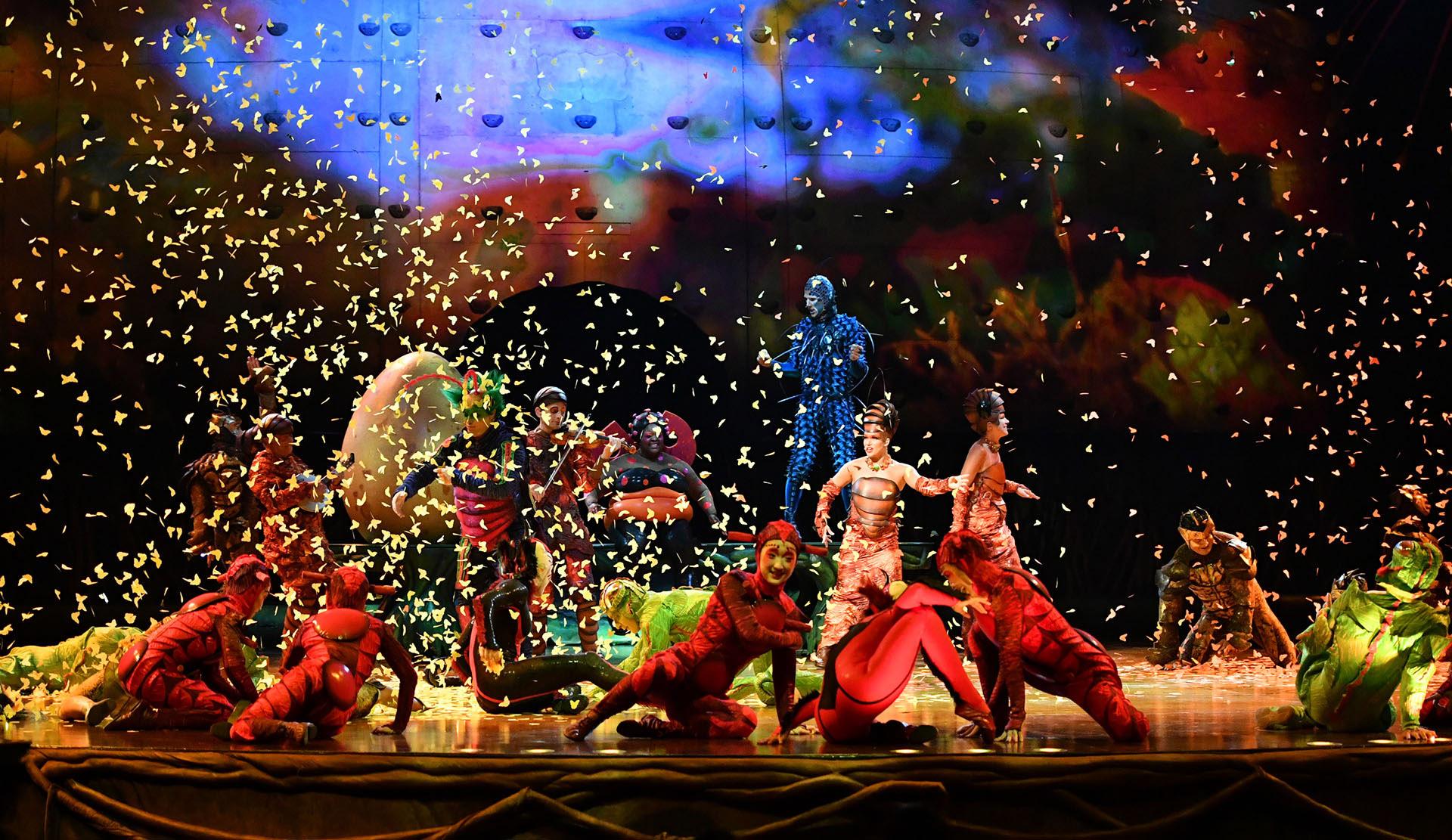 """Alrededor de 2000 piezas componen los vestuarios de todos los personajes que participan de """"OvO"""" (Cirque du Soleil)"""