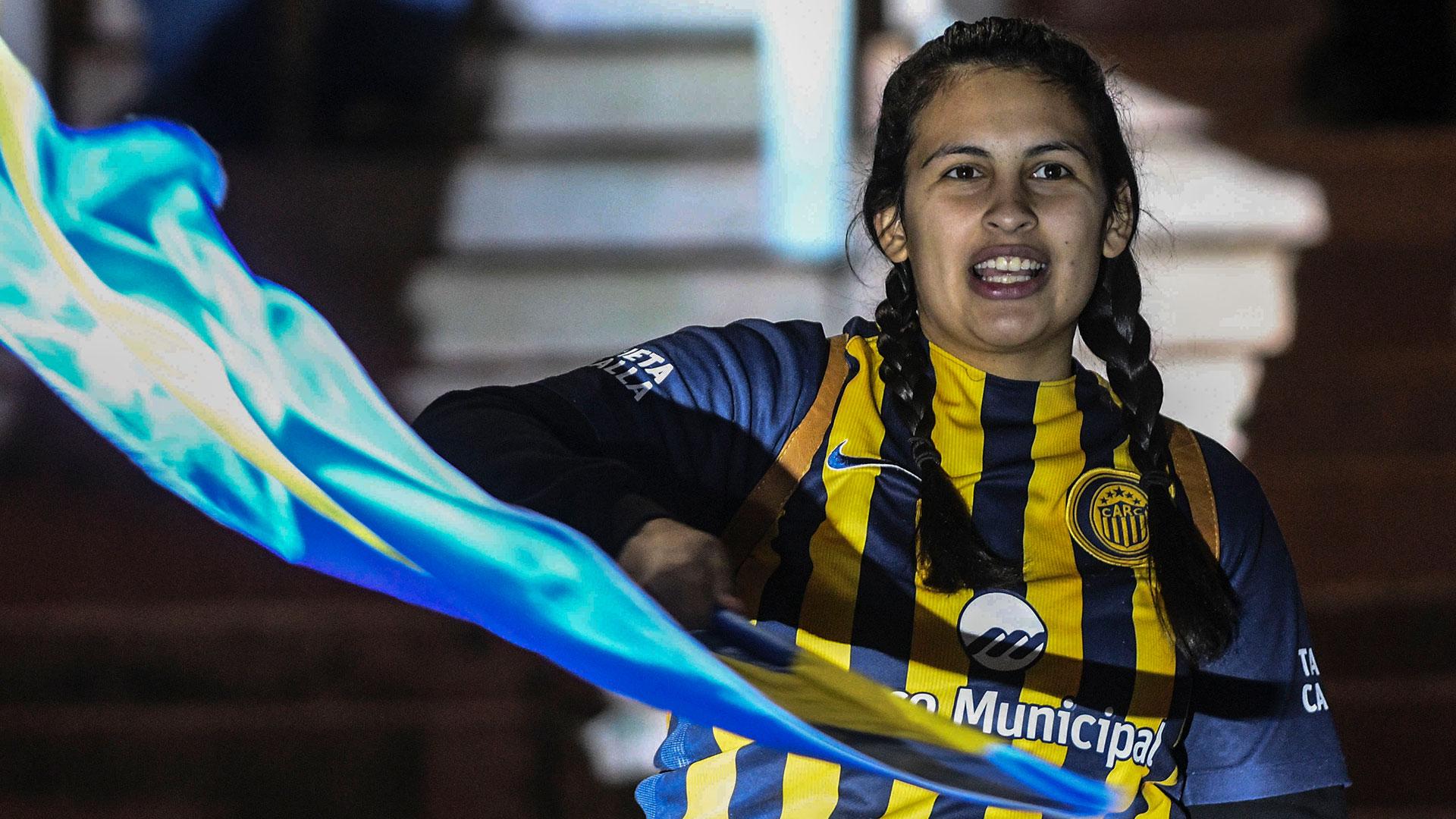 Una fanática de Rosario Central en la previa de la final (Télam)