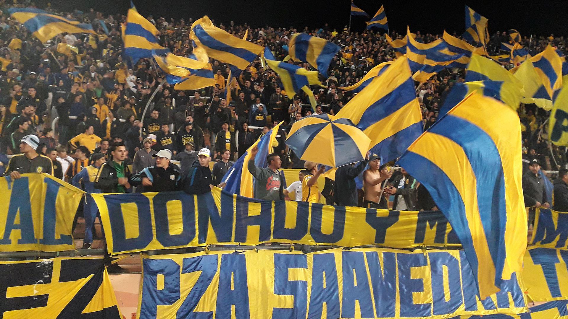 Simpatizantes de Bocafestejan un nuevo título del Xeneize en Mendoza (FOTO NA: DELFO RODRIGUEZ)
