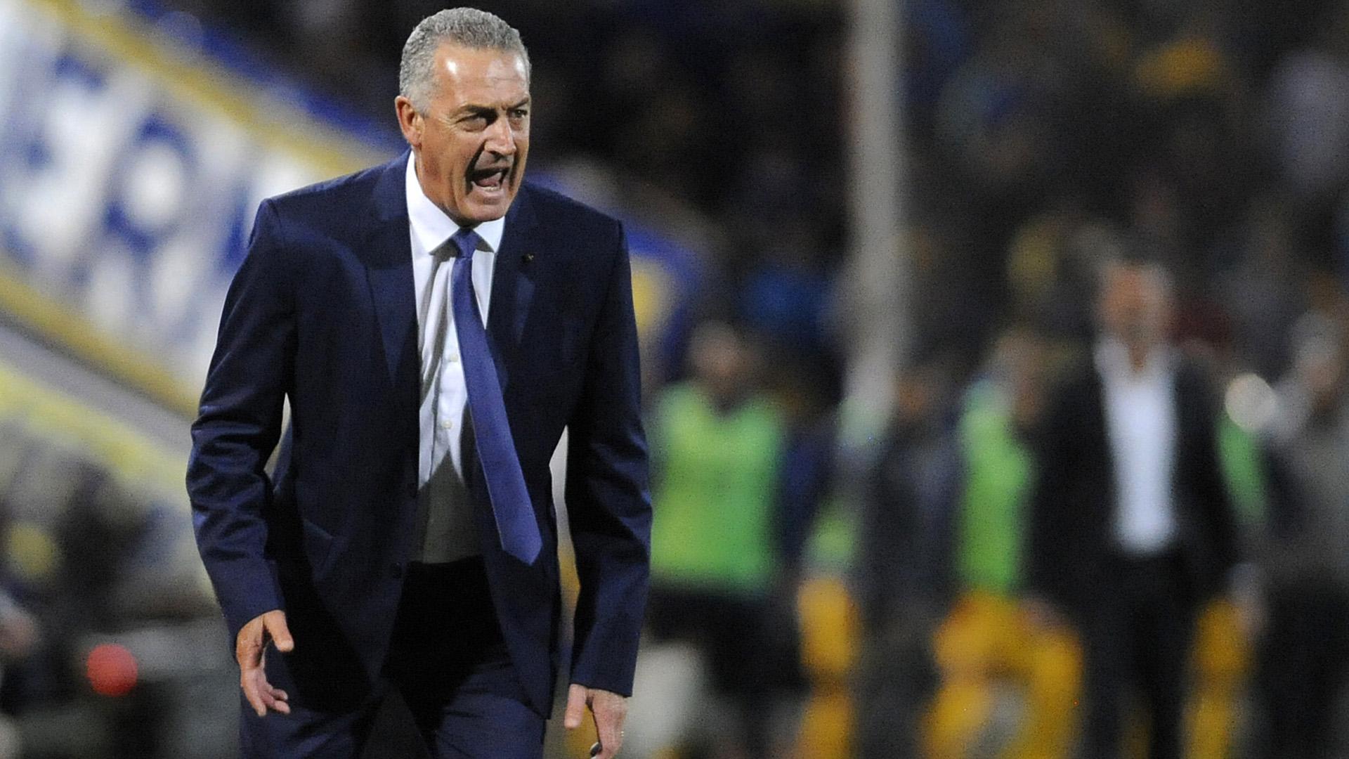 Gustavo Alfaro, enojado por la pobre producción de su equipo durante el primer tiempo en Mendoza. Luego, levantó y mereció ganar en los 90 minutos (Foto Baires)