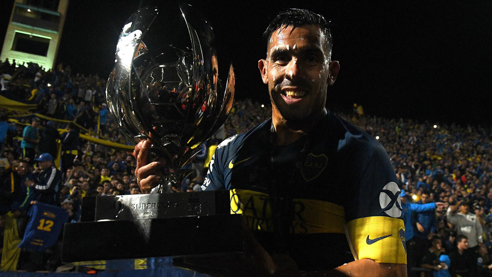 Tevez y la Copa. El capitán y una faena ganadora impactante, a los 35 años (Foto: Télam)