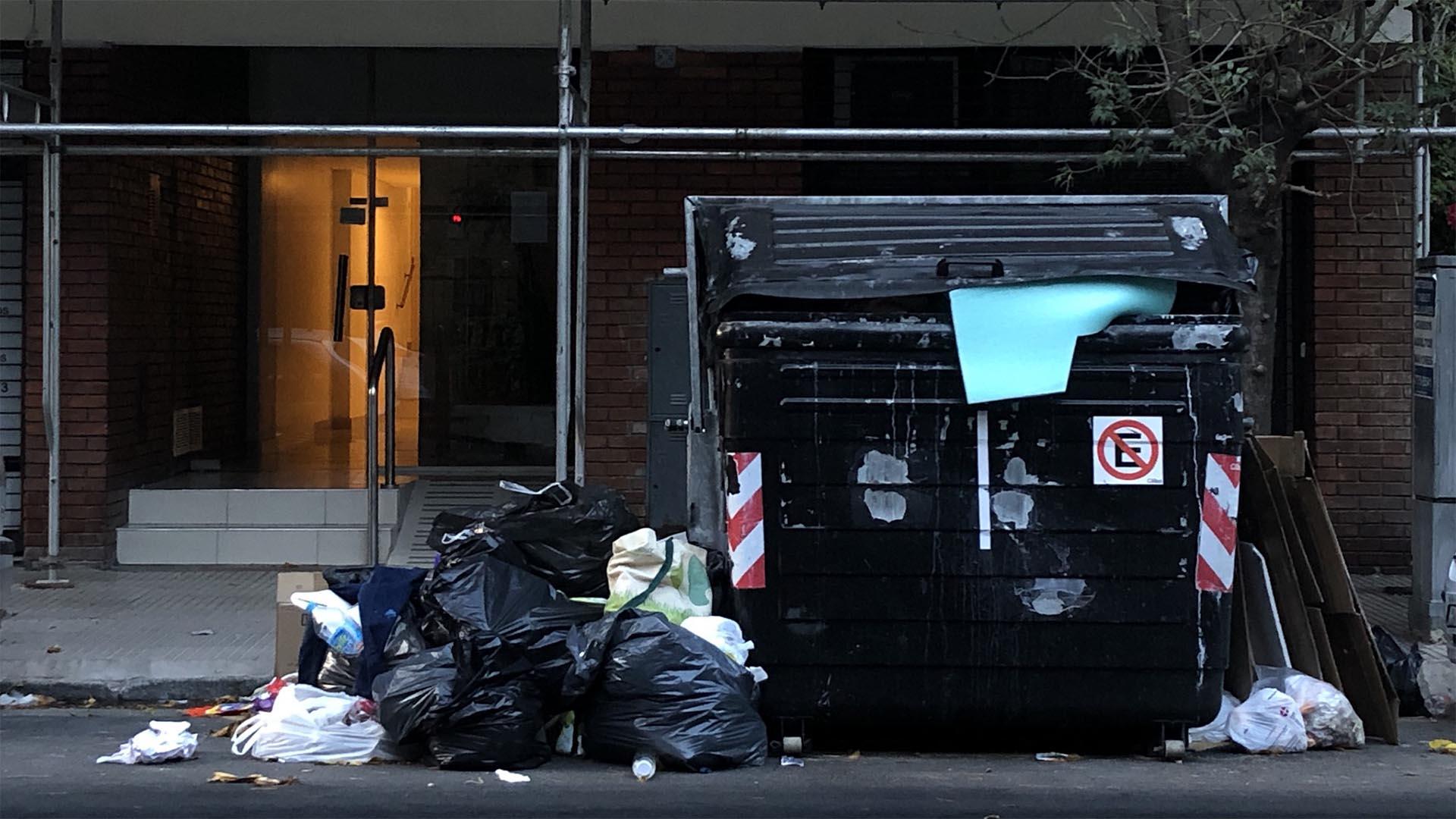 La semana pasada, el Ministerio de Ambiente y Espacio Público porteño había solicitado a os vecinos no sacar los residuos el martes 30 de abril y el miércoles 1 de mayo. El pedido no tuvo los efectos deseados.