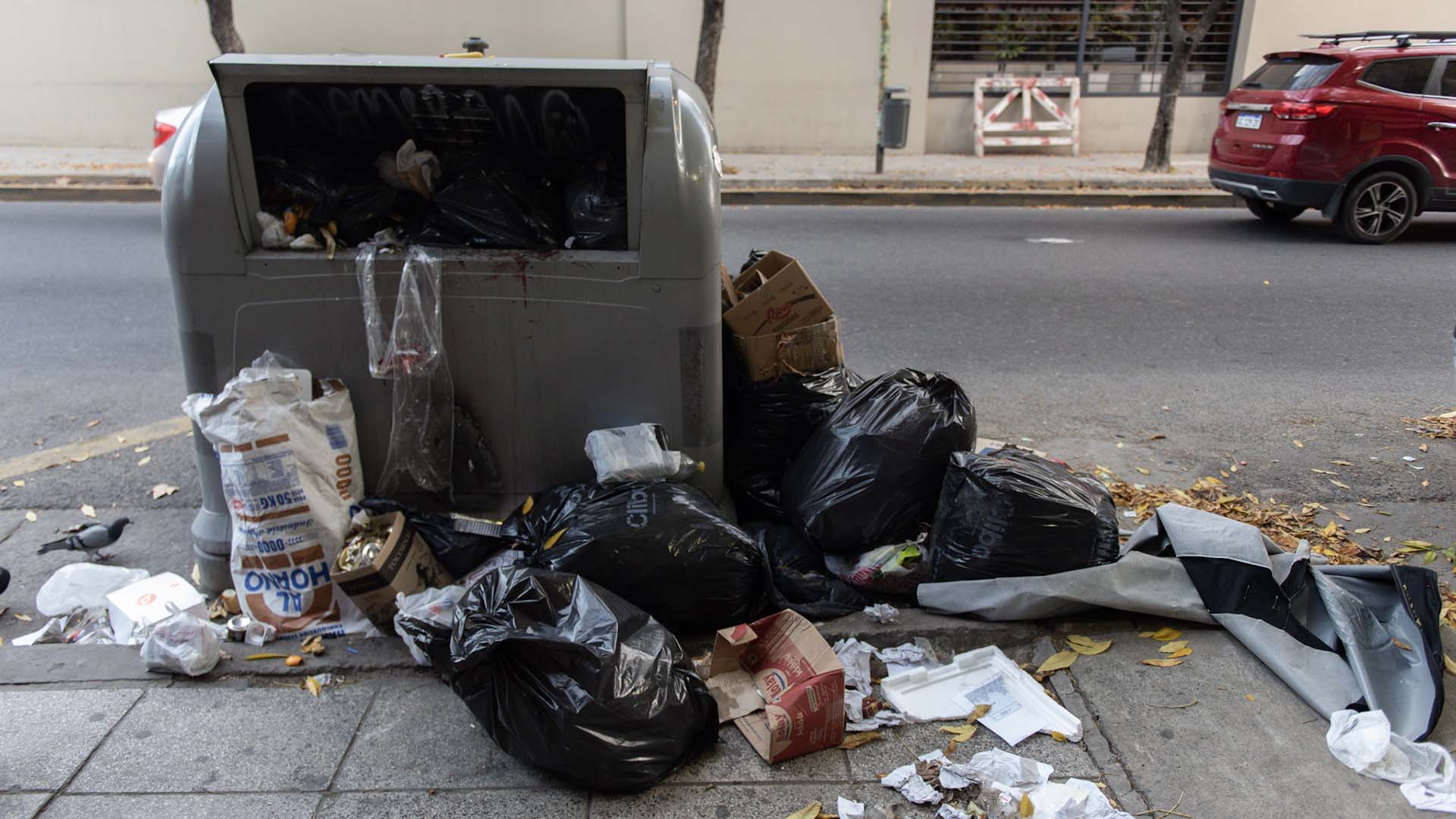 El horario para sacar la basura es de 20 a 21, de domingos a viernes.
