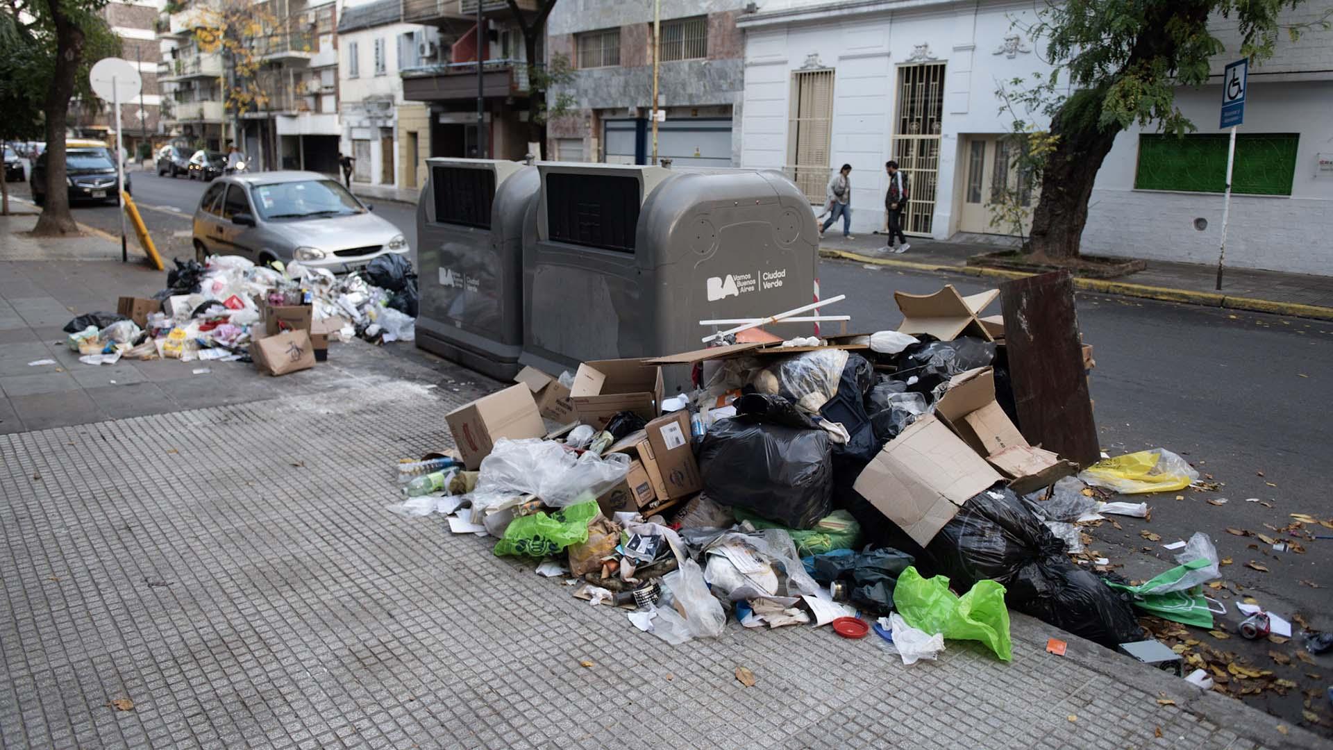 Por día, se realizan aproximadamente 480 viajes en camiones compactadores de residuos.