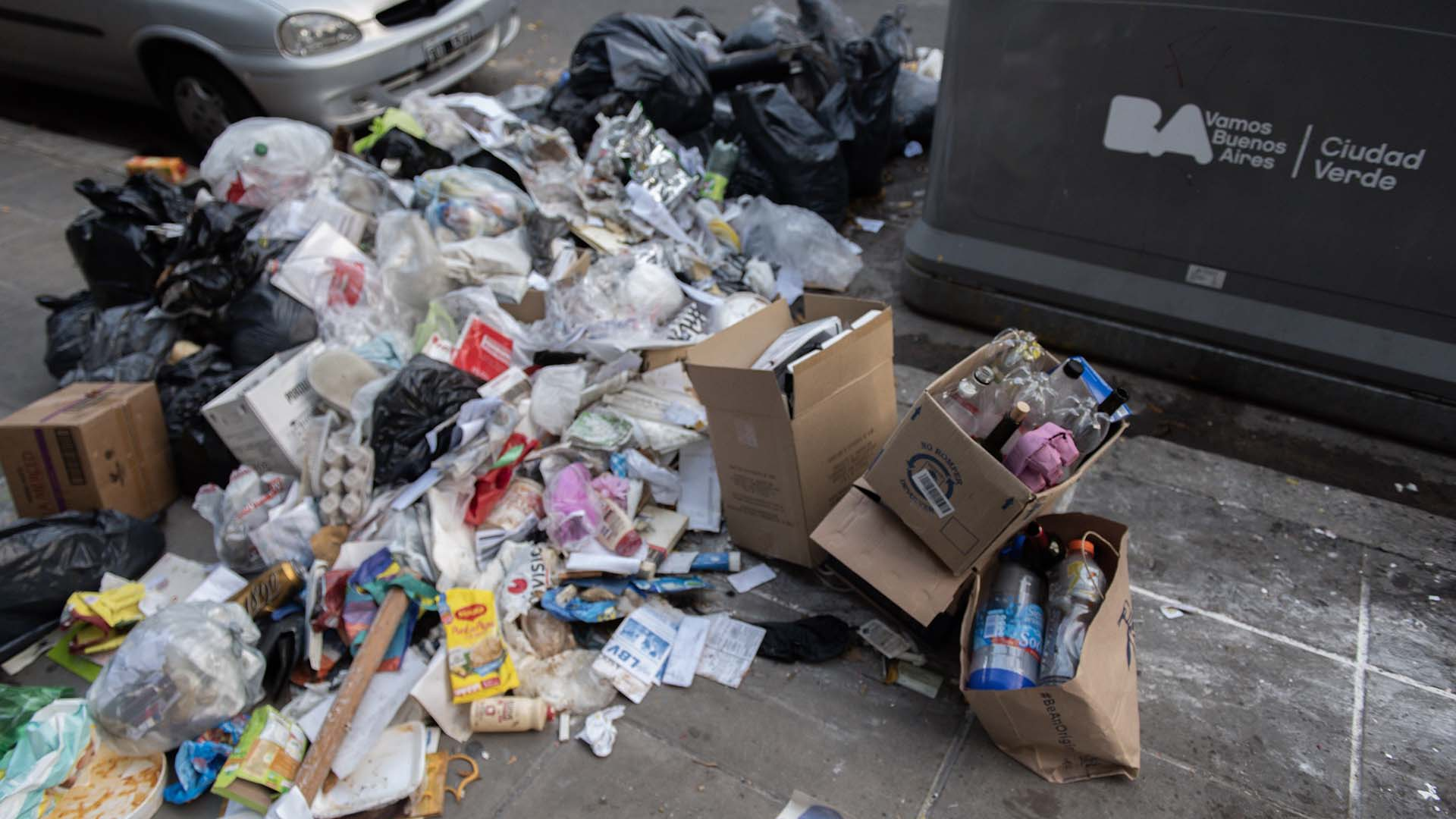 """""""Entre hoy y mañana se normalizará la recolección de basura en la Ciudad"""", señaló el ministro de Espacio Público porteño, Eduardo Macchiavelli."""