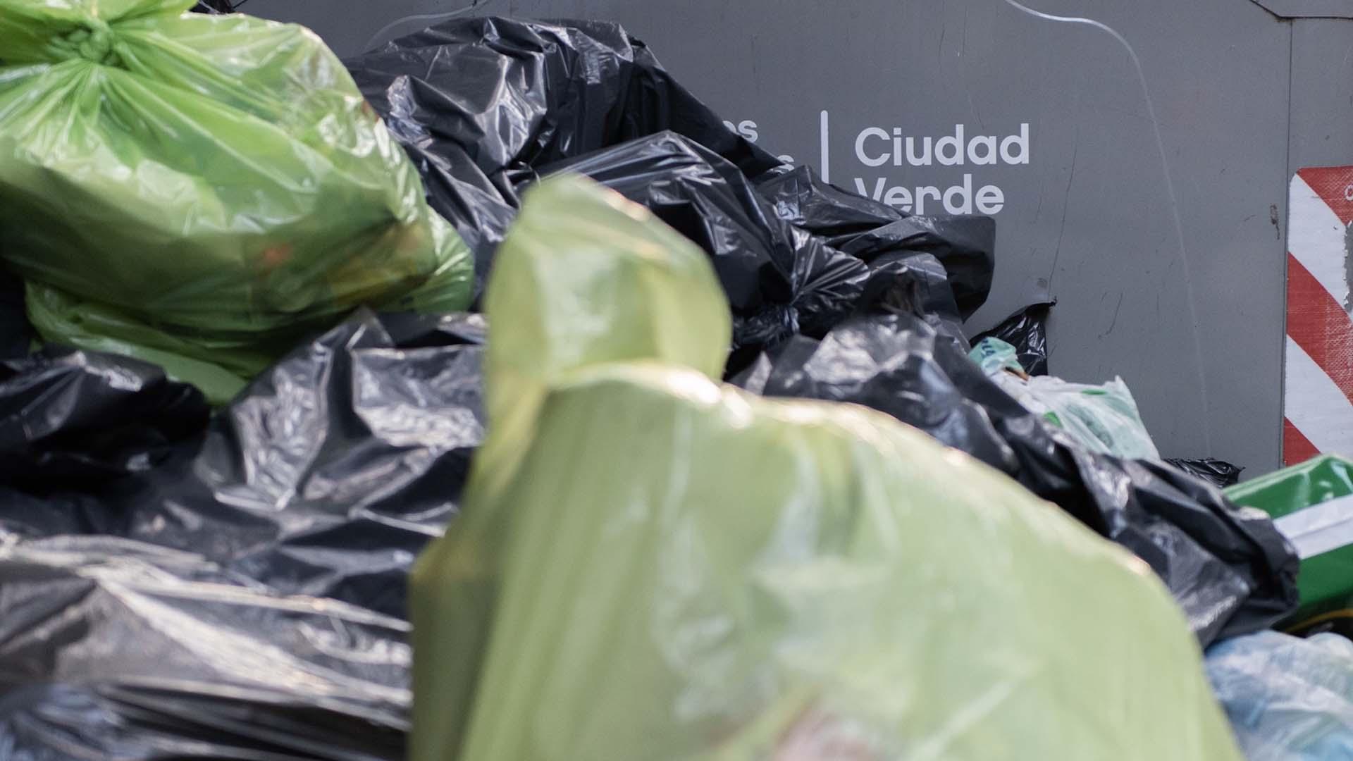 Se registró abundante acumulación de basura en barrios como Flores, el centro porteño, Recoleta, Colegiales y Belgrano.