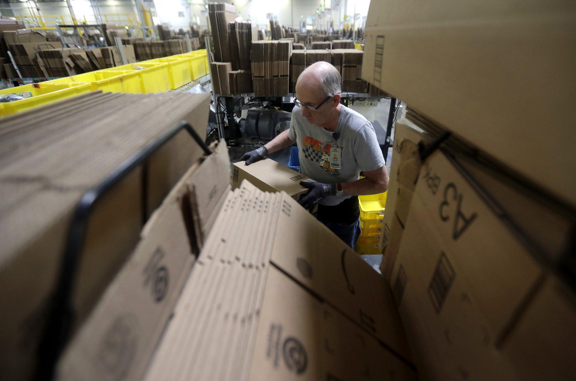 Unas 125.000 personas trabajan de tiempo completo en los almacenes de Amazon en Estados Unidos (Foto: AP)