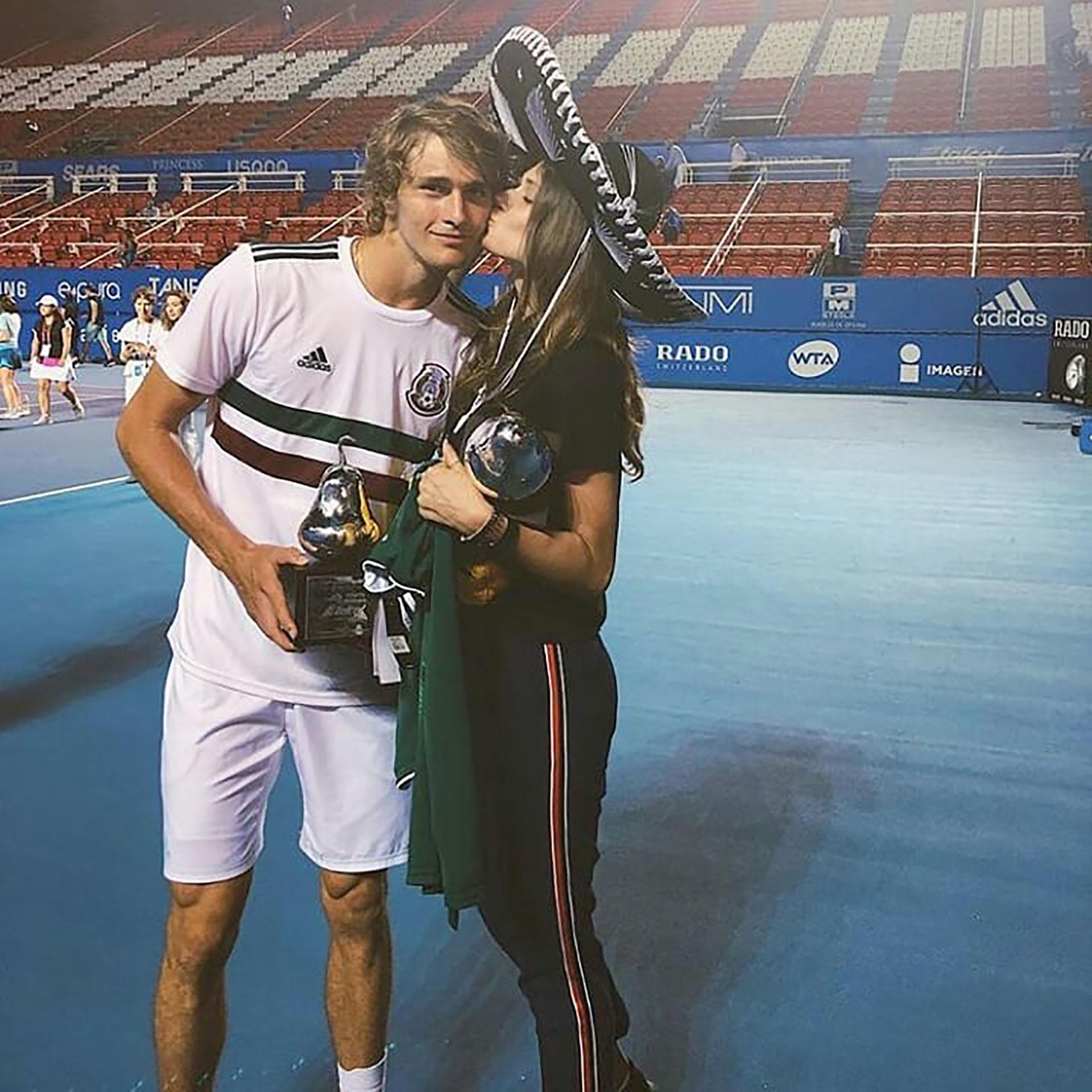 (@saschaandolga) Zverev junto a Olga tras ganar en Acapulco