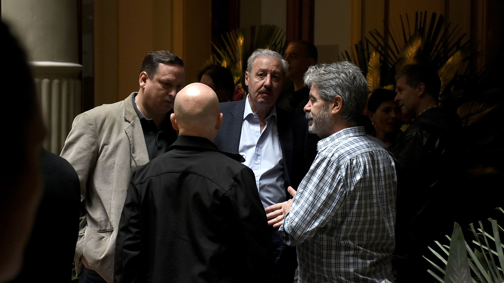 El escritor Hernán Brienza, el ex Secretario de Culto Guillermo Olivieri y Sergio Burstein (Familiares y Amigos de las Víctimas de la AMIA)