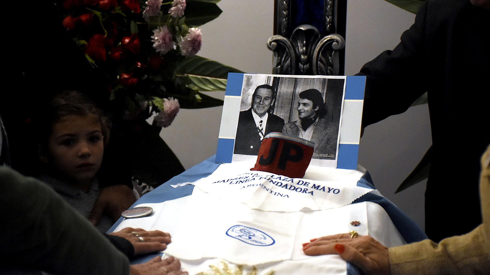 La imagen fue colocada sobre el cajón que alojan los restos del histórico dirigente peronista.