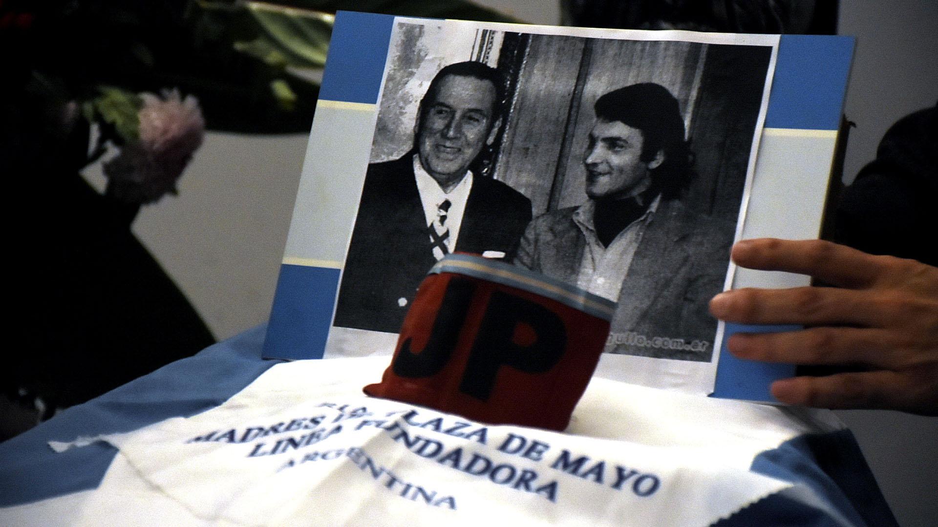 Dante Gullo junto a Juan Domingo Perón durante su exilio en España. Por entonces, era dirigente de la Juventud Peronista (JP).