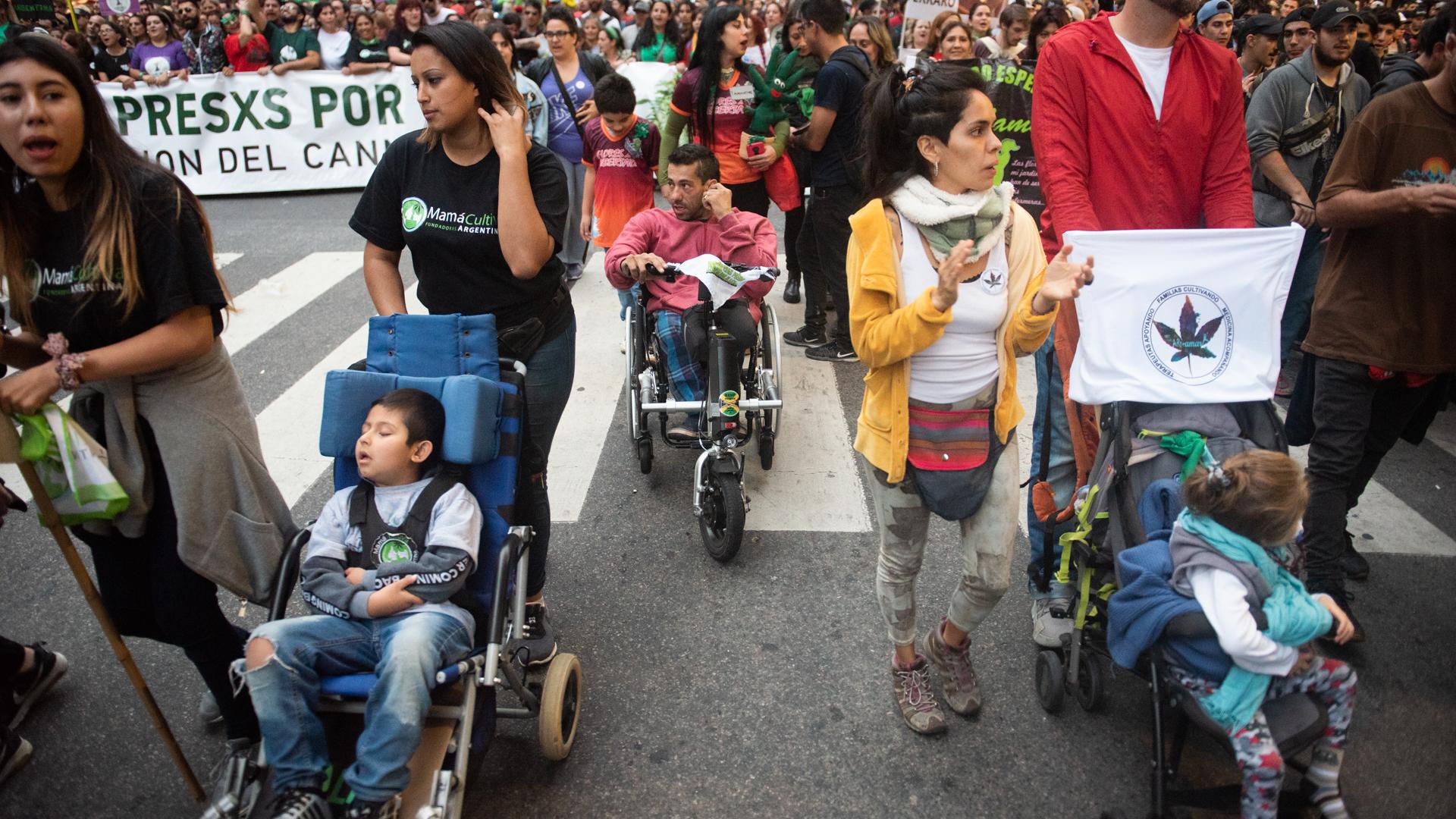 Marcharon en la Ciudad para reclamar la legalización de la marihuana