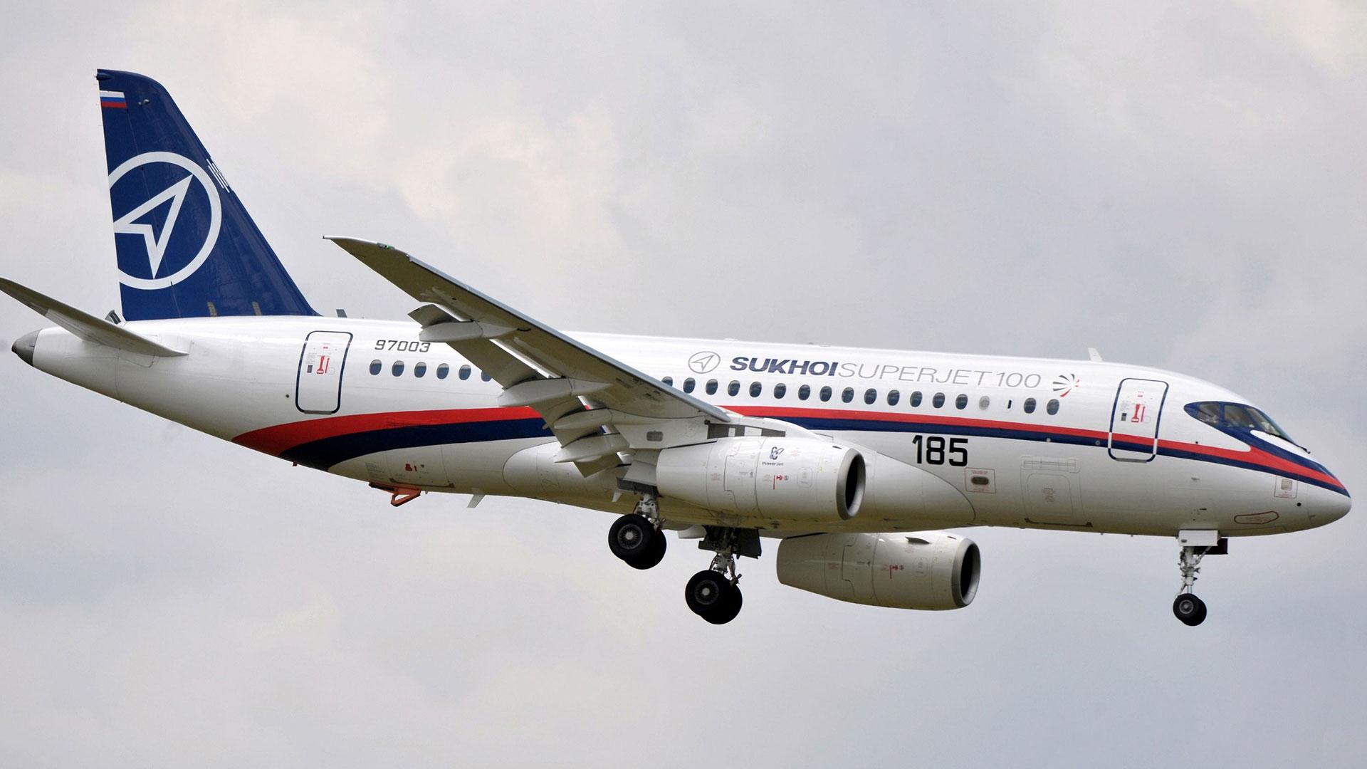 El Sukhoi Superjet 100 voló por primera vez en 2008 y entró en servicio en 2011 (AFP)