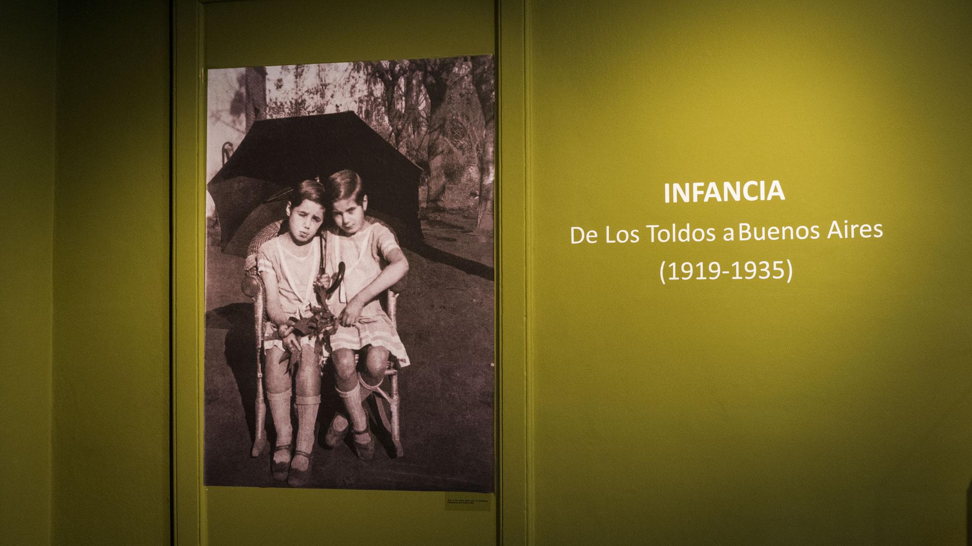 """Erminda Duarte en """"Mi hermana Evita"""": """"Nuestra vida hogareña fue hermosa. Guardo intacta, como si el tiempo no la hubiera rozado siquiera, la imagen de nuestra mesa familiar; mamá la presidía, tú, la más pequeña de todos, a su derecha"""""""