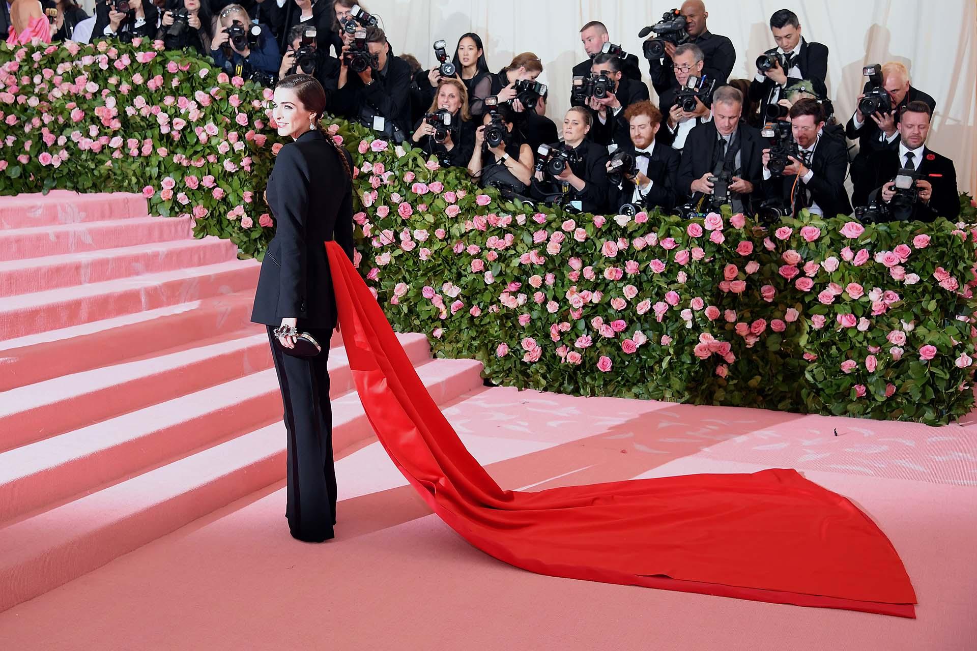 Bee Carrozzini, hija de la mismísima Anna Wintour, optó por un traje de Alexander McQueen por Sarah Burton, la directora creativa de la marca