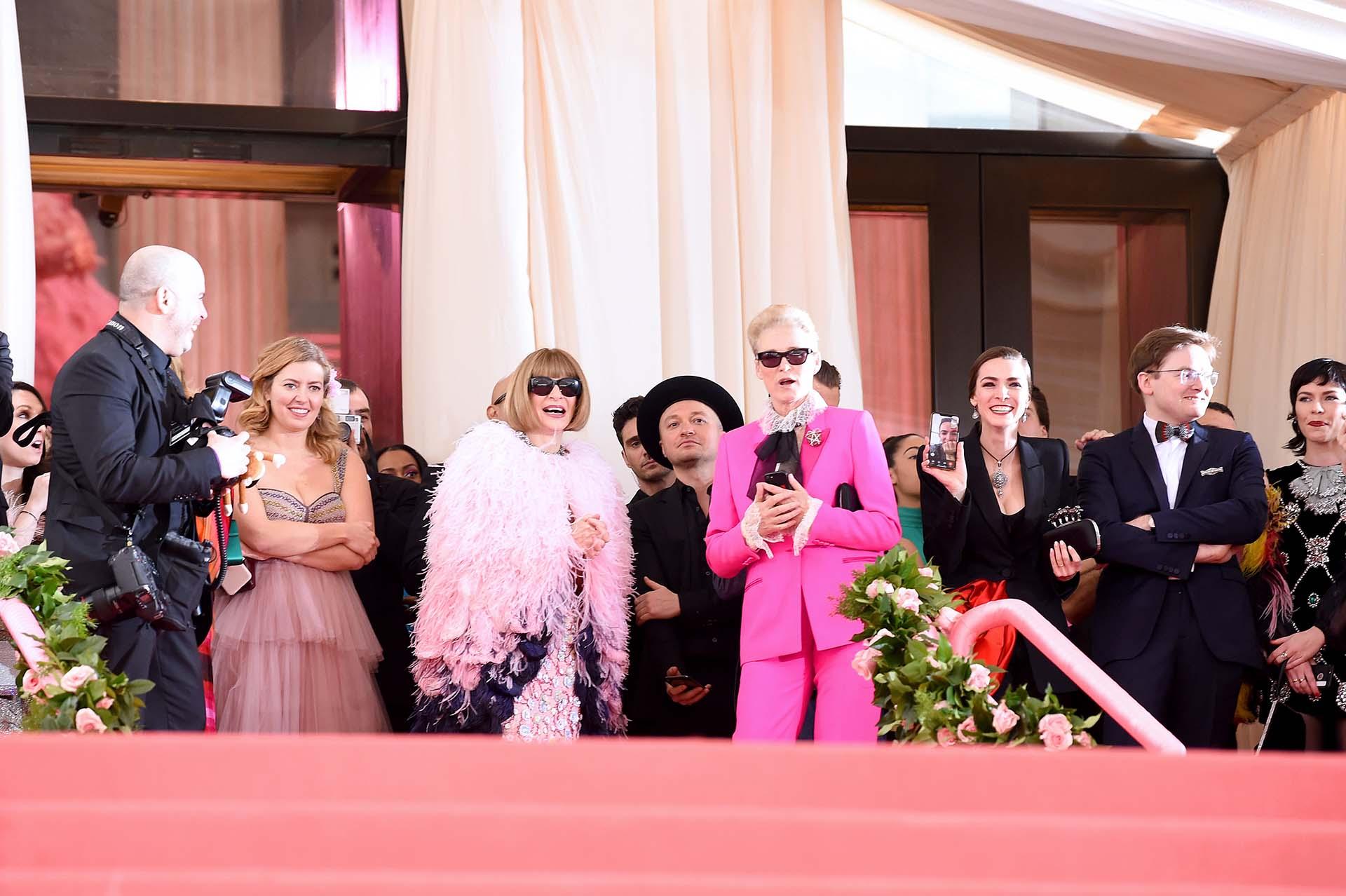 Anna Wintour y Lisa Love atónitas ante la presentación de Gaga