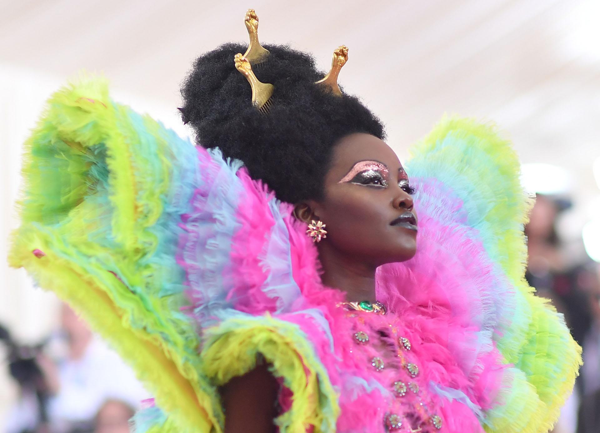 Afro queenl: Lupita Nyong'o no quiso pasar desapercibida. El maquillaje, el peinado y el vestido por Valentino, cada uno habla por sí solo