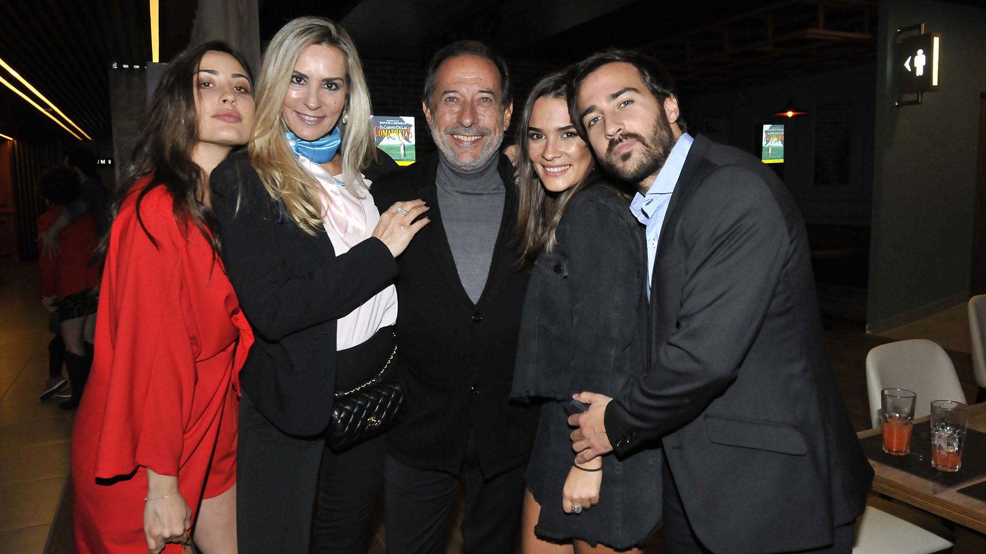 Johanna Francella, Marynes Breña, Guillermo Francella, Candela Yanigro y Nicolás Francella