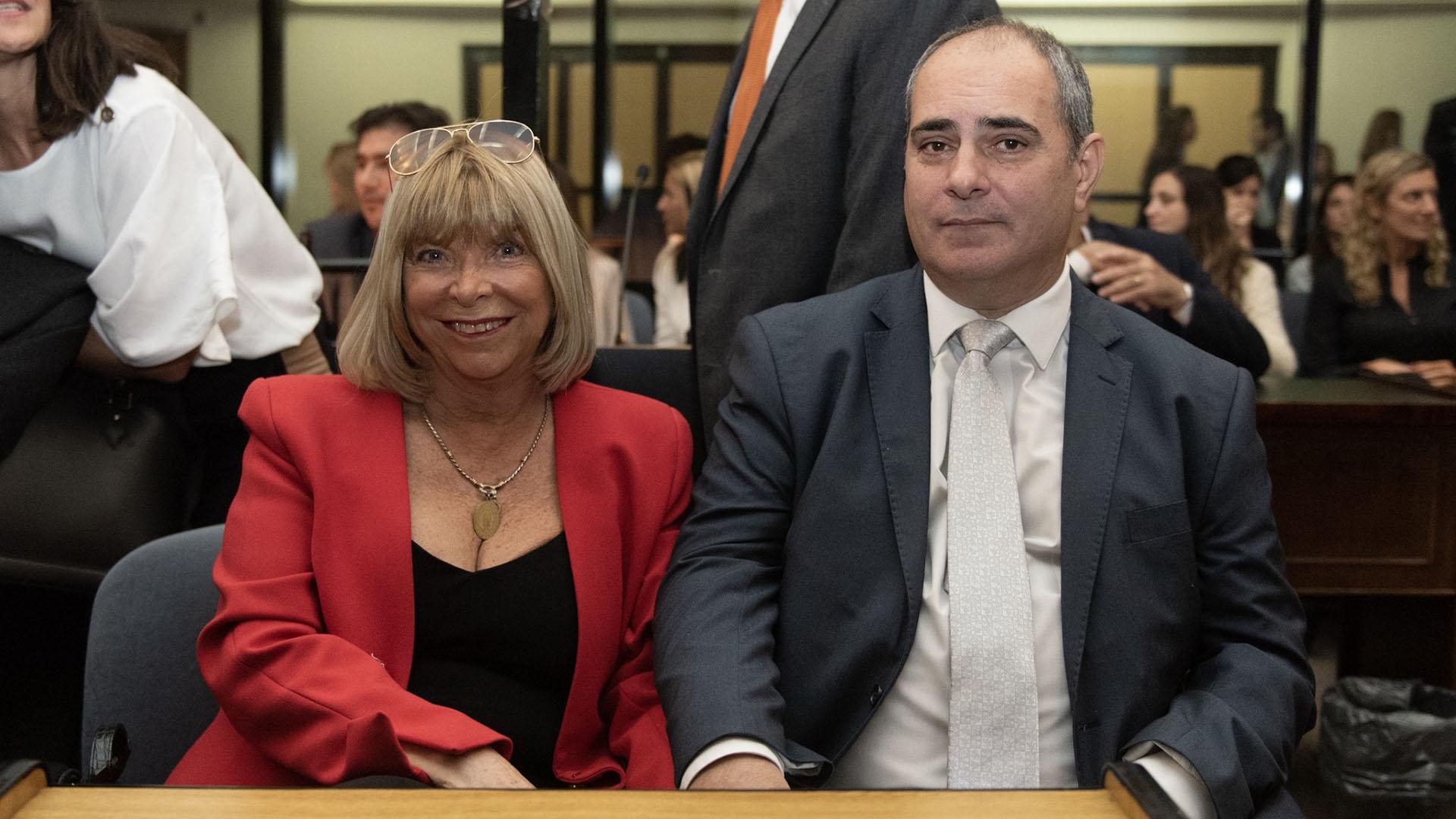 La madre de Capuchetti y su pareja