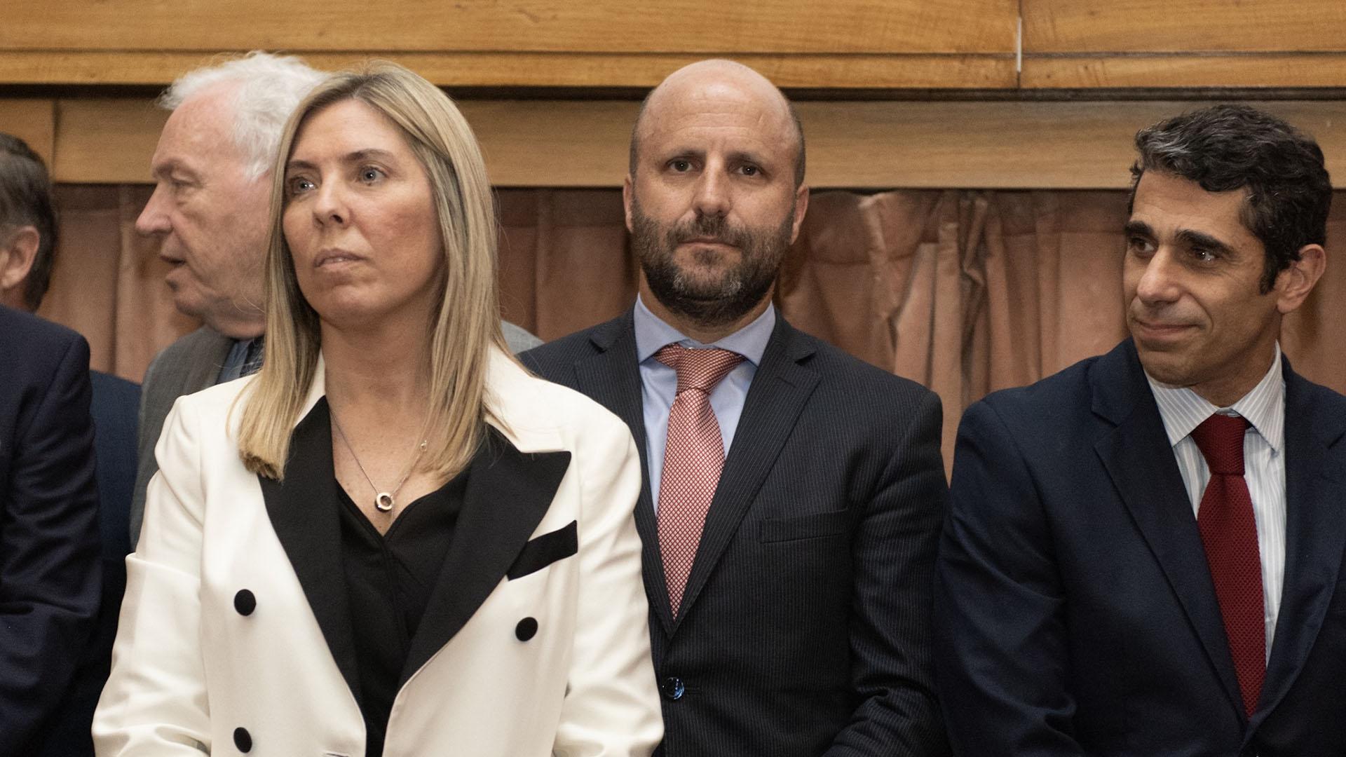 El camarista Mariano Borinsky (corbata a pintas rojas) participó del acto de jura realizado en la Sala Amia de los tribunales de Comodoro Py. A su izquierda, el magistrado Daniel Petrone