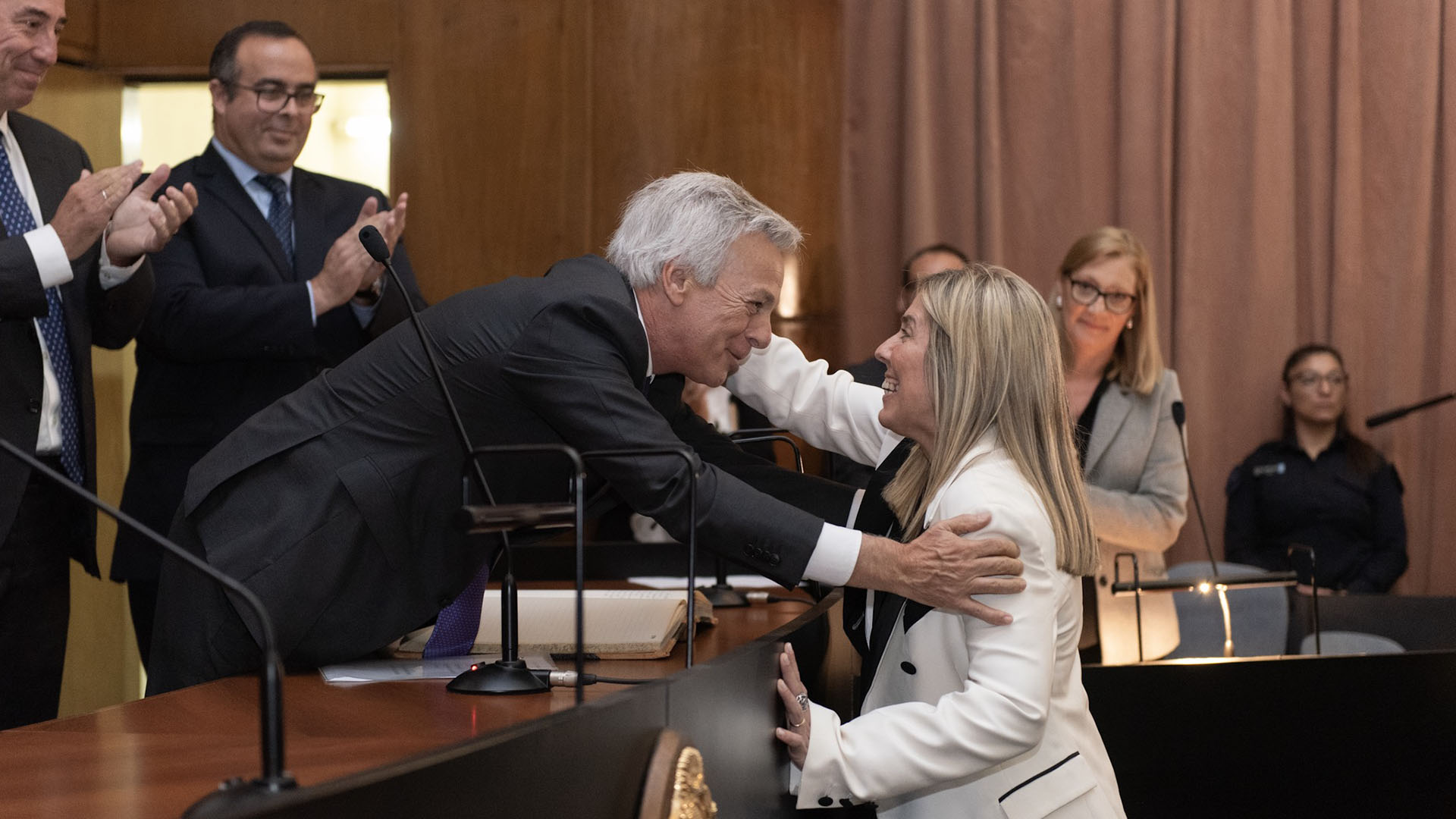 Capuchetti asumirá en el juzgado que dejó vacante Norberto Oyarbide. En la foto, saluda a Irurzun