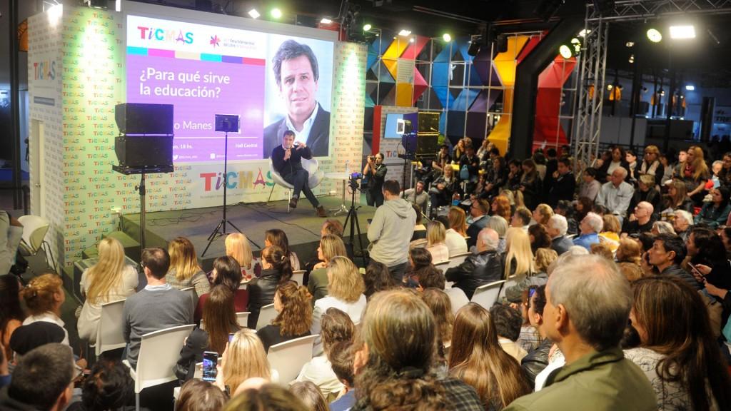 Un auditorio colmado escuchó al neurocientífico en la Feria del Libro (Dino Calvo)