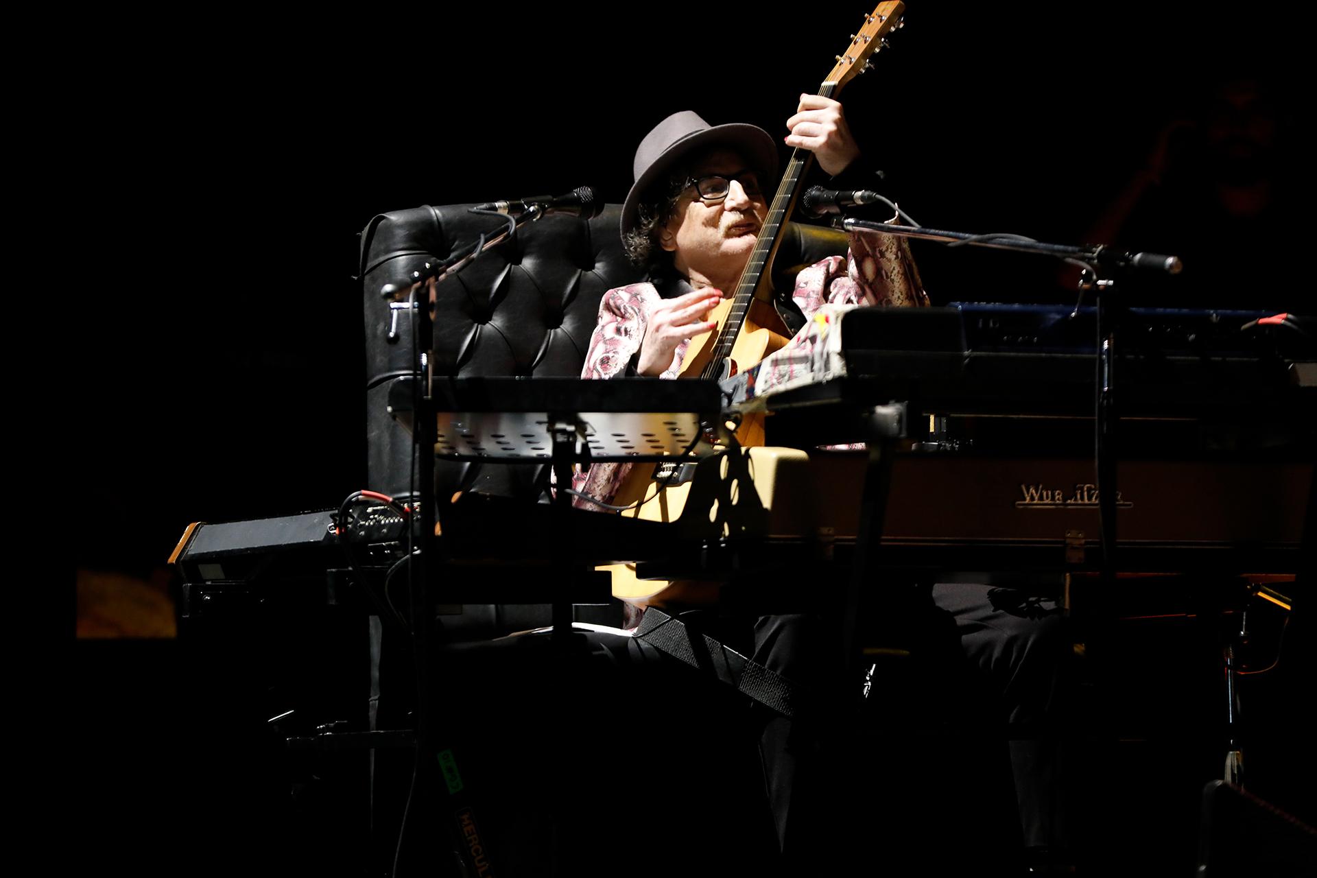 Durante el show, Charly García intercaló canciones nuevas y viejas