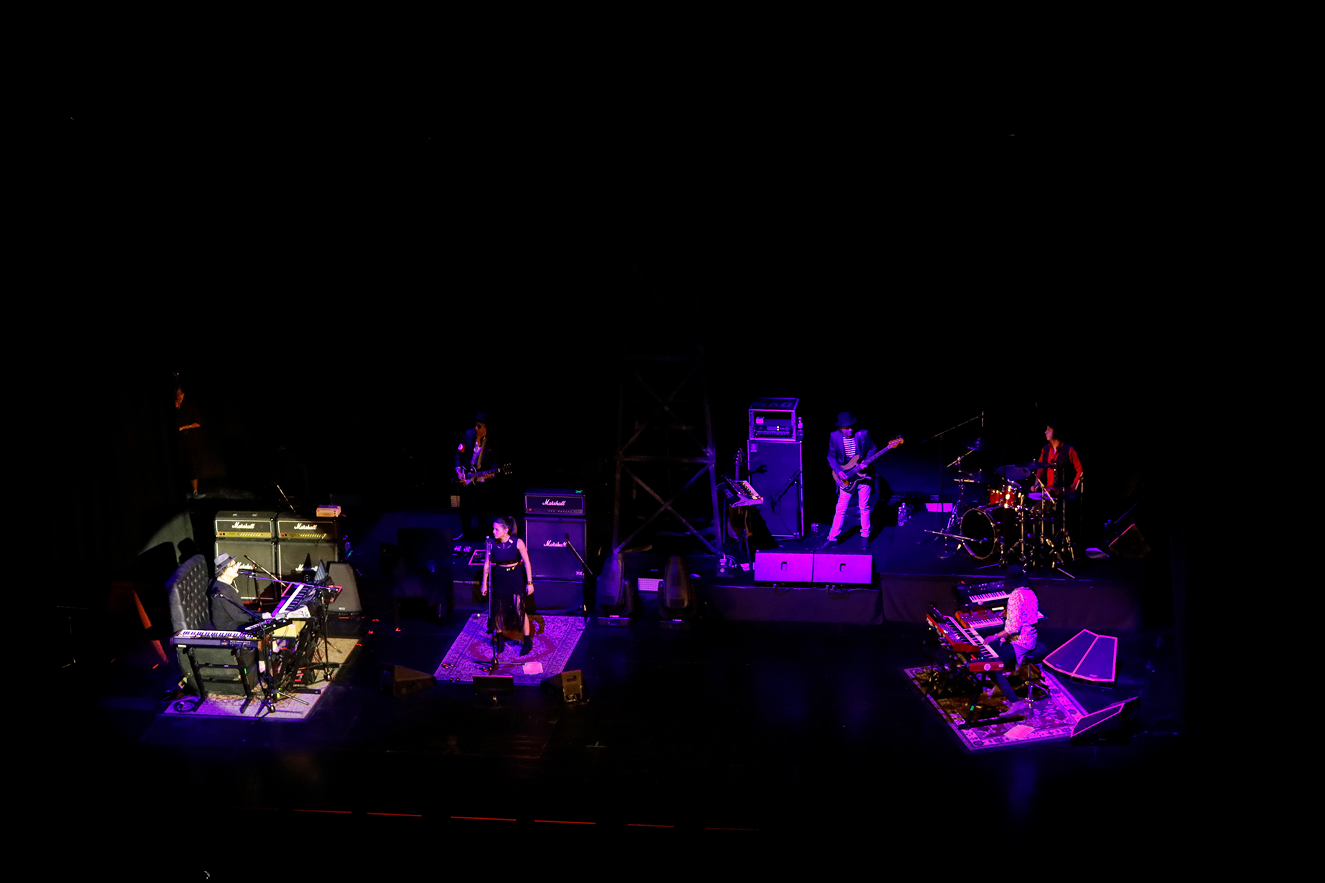 """Charly estuvo acompañado por """"El Zorrito"""" Quintiero, en teclados; Rosario Ortega, en coros; y los chilenos Kiuge Hayashida, en guitarra; Carlos González, en bajo; y Toño Silva, en batería"""