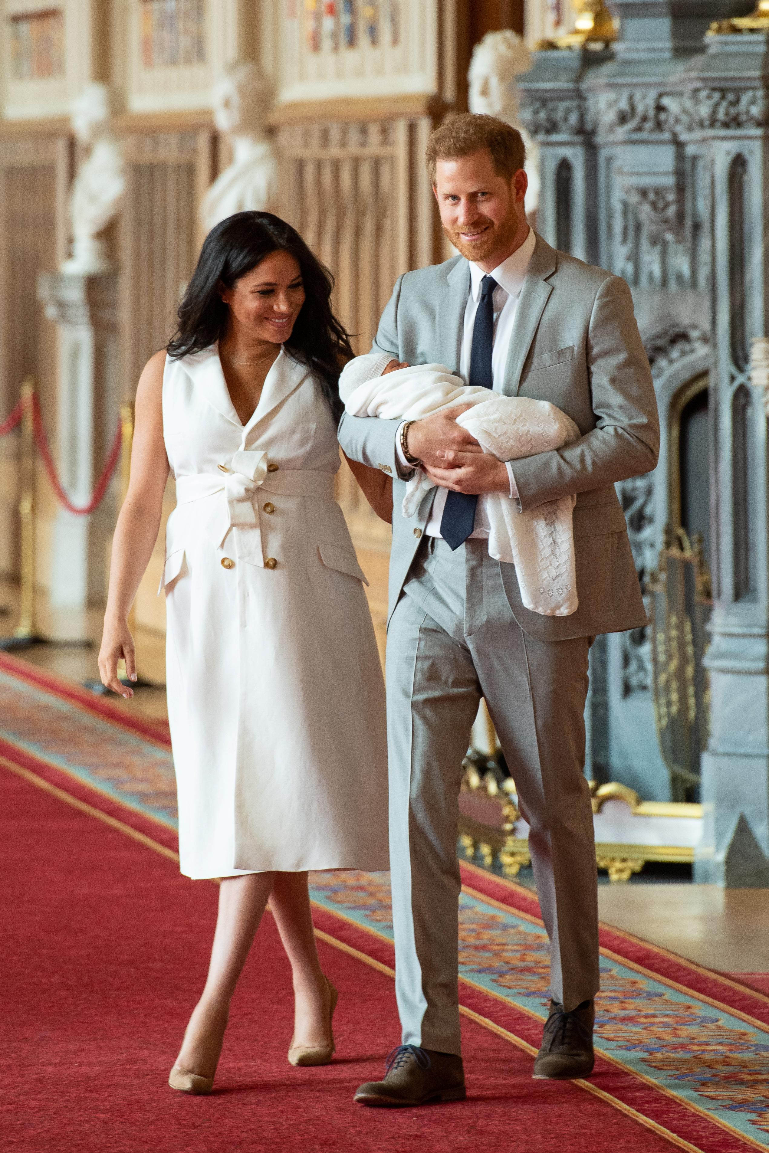 El bebé estuvo siempre en brazos de Harry