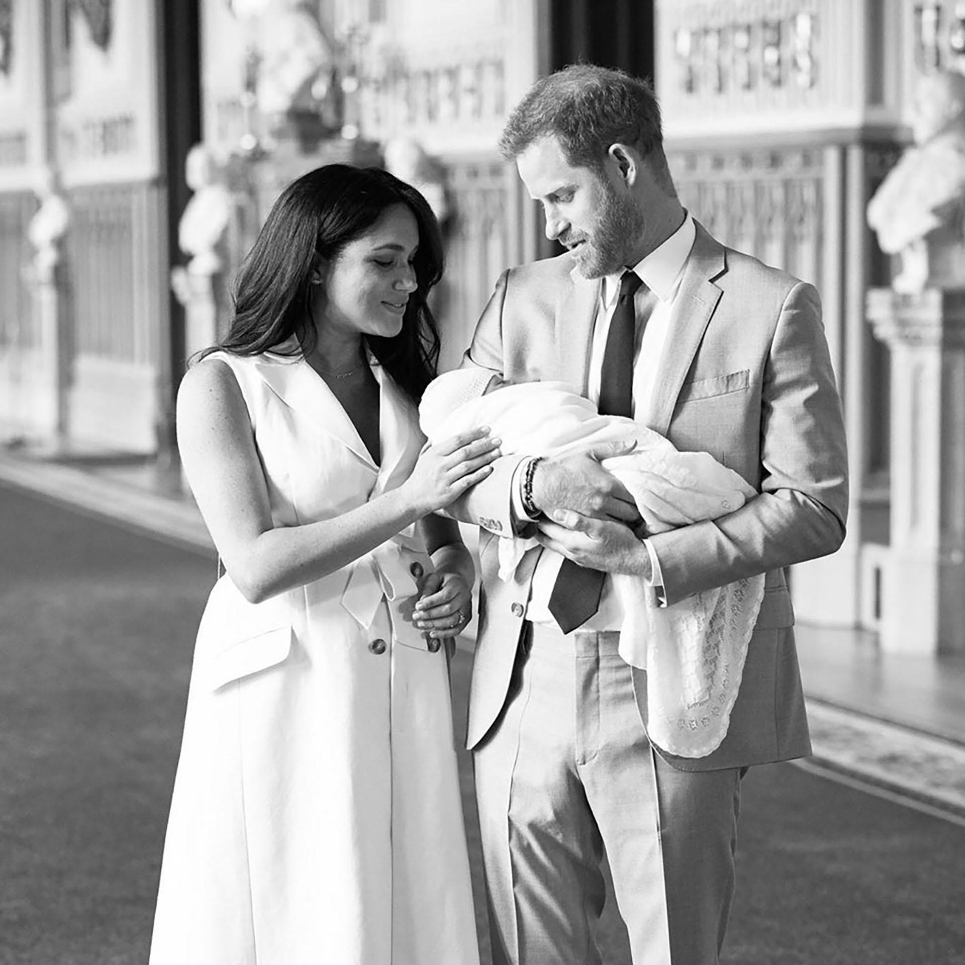 Meghan Markle y Harry con su bebé, de quien aún se desconoce el nombre