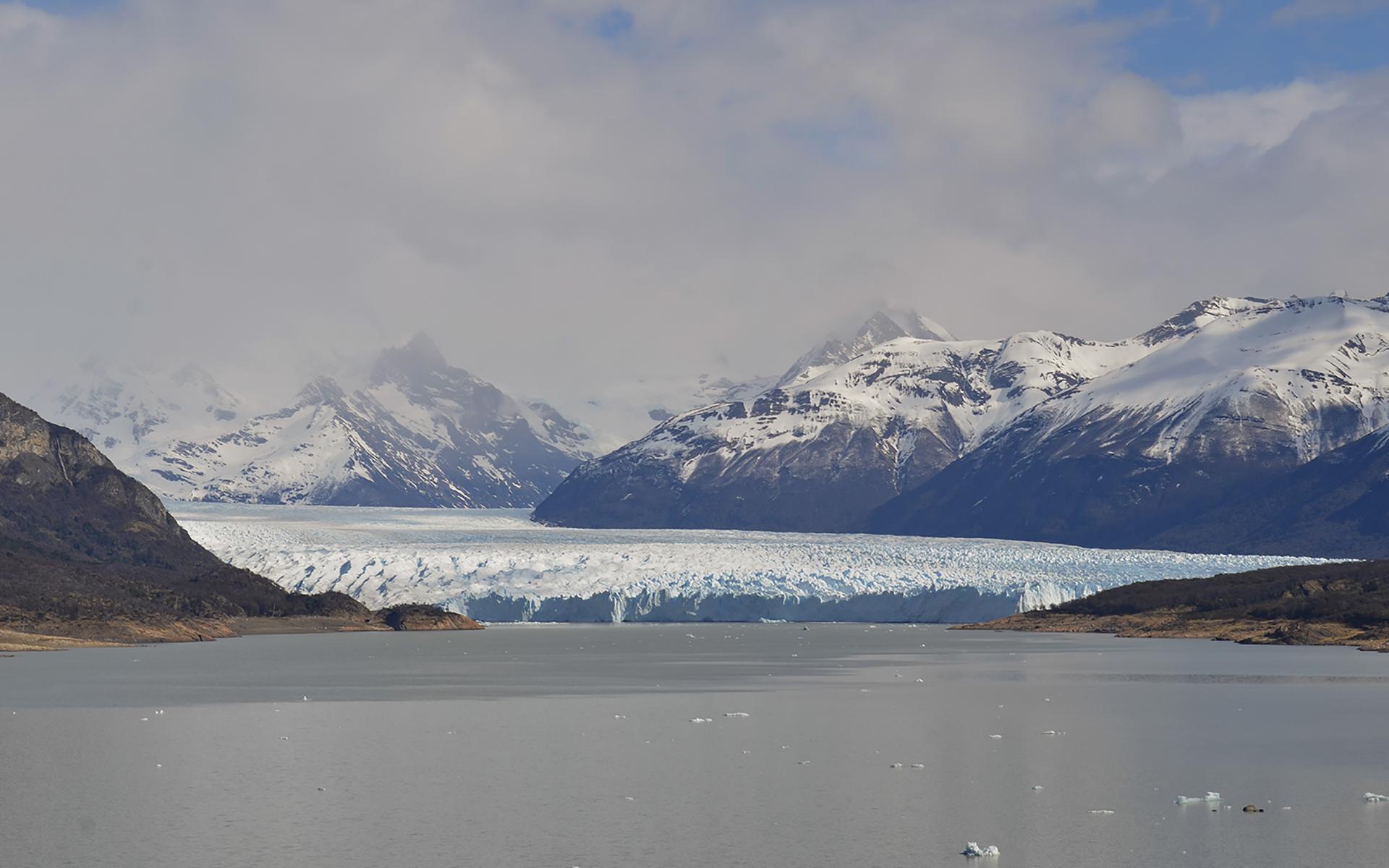 El glaciar Perito Moreno es una formación natural de impactante belleza; con sus32 kilómetros de extensión cinco de anchura y más de 70 metros de altitud forma parte del selecto grupo de los quince glaciares más espectaculares del planeta (Foto Parques Nacionales)