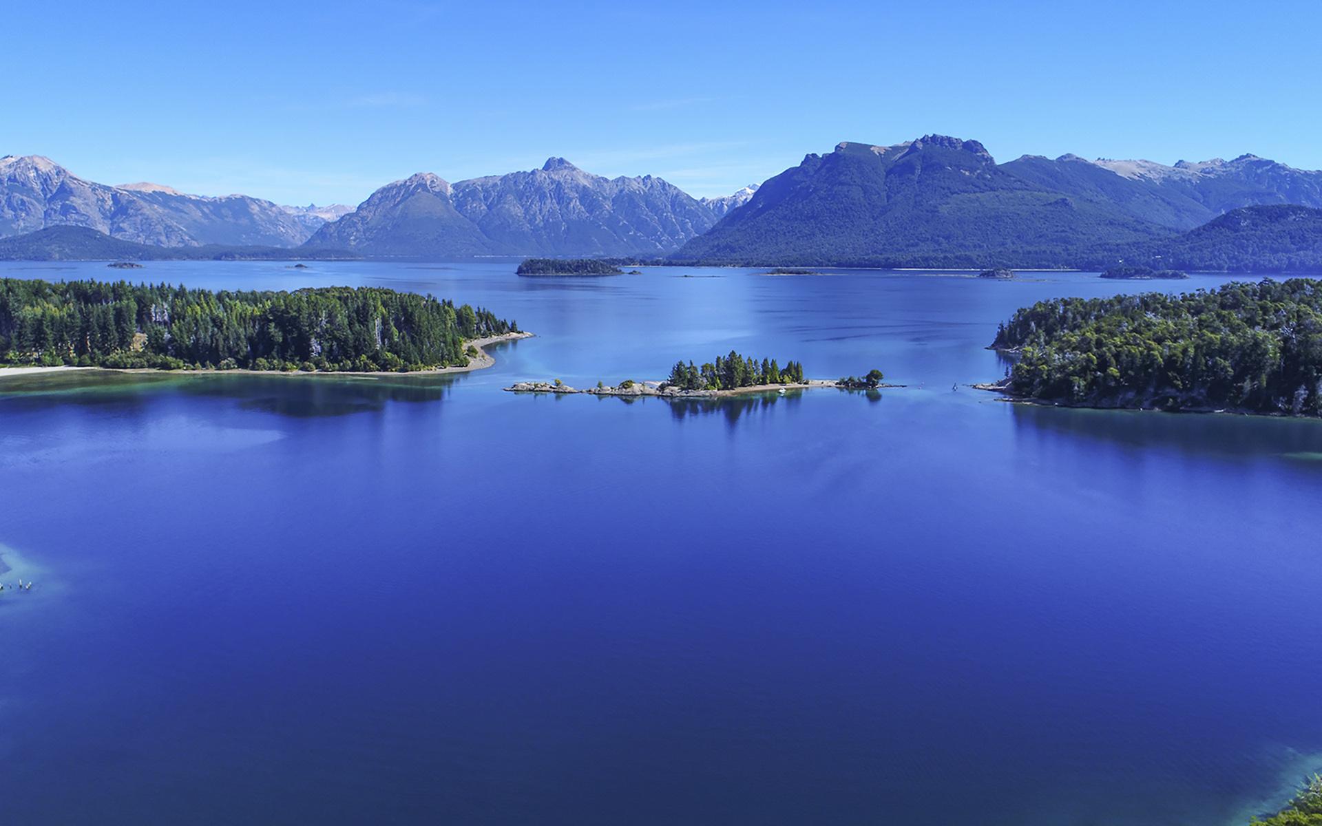 Su origen se remonta al año 1903, fecha en que el Perito Francisco Pascasio Moreno donó a la Nación una extensión de tres leguas cuadradas, ubicadas en el límite de los territorios de Neuquén y Río Negro, en el extremo oeste del brazo Blest del lago Nahuel Huapi