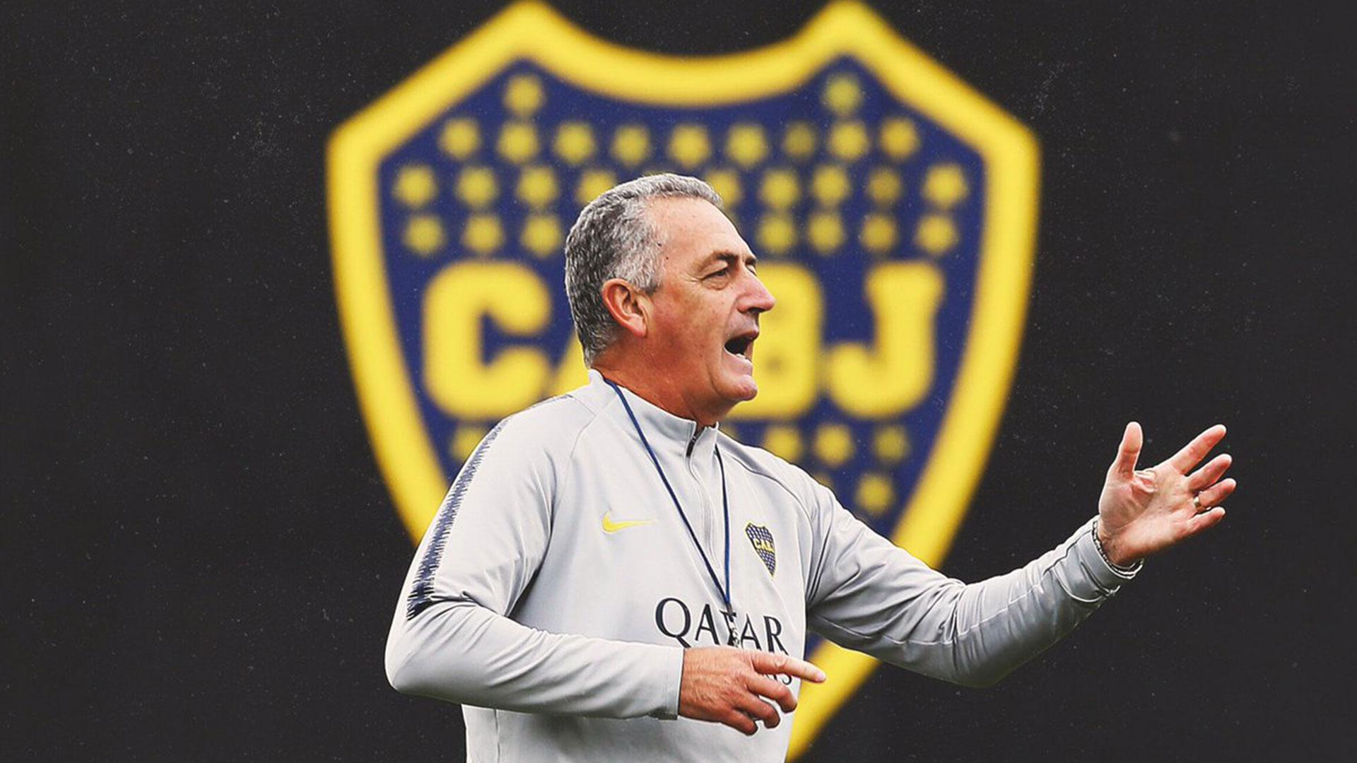 Gustavo Alfaro prepara el equipo ante Vélez por los cuartos de final de la Copa de la Superliga (@BocaJrsOficial)