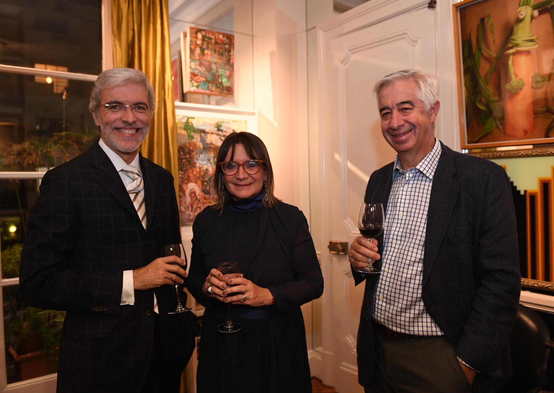 Jorge Noval Álvarez (Embajada de España); Julia Hernando de Prócer Argentina; y Ricardo Aguirre, del Comité Argentino del World Energy Council