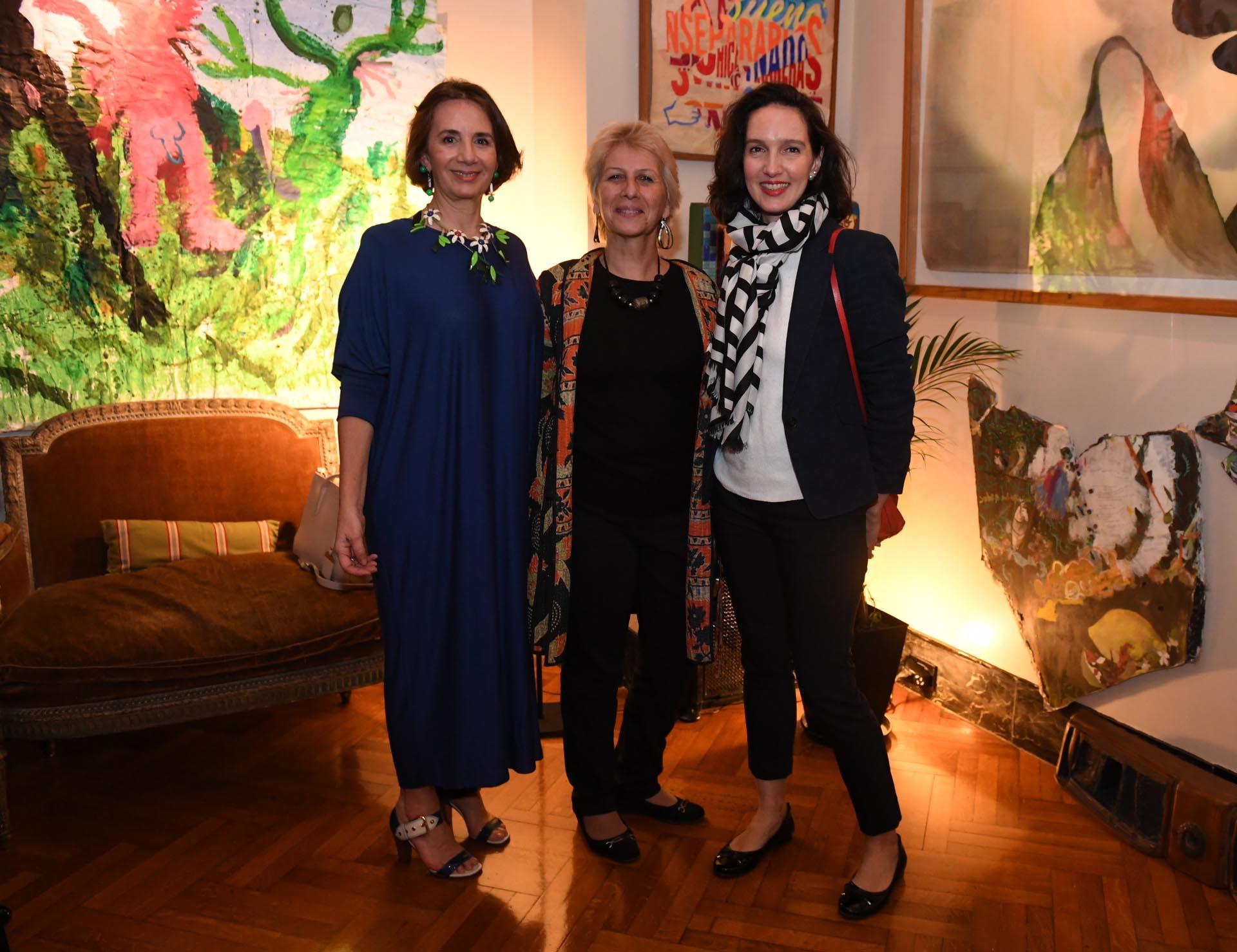 Dominique Biquard junto a Patricia Pellegrino Haas, presidente de Marianne, y Marie Sinizerguez, vicepresidente