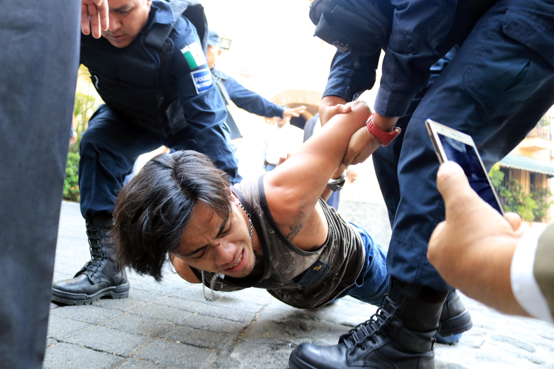 El atacante fue detenido por elementos de la Policía de Morelos tras una intensa persecución en la zona de bares en la plazuela de Zacate (Foto: Cuartoscuro)