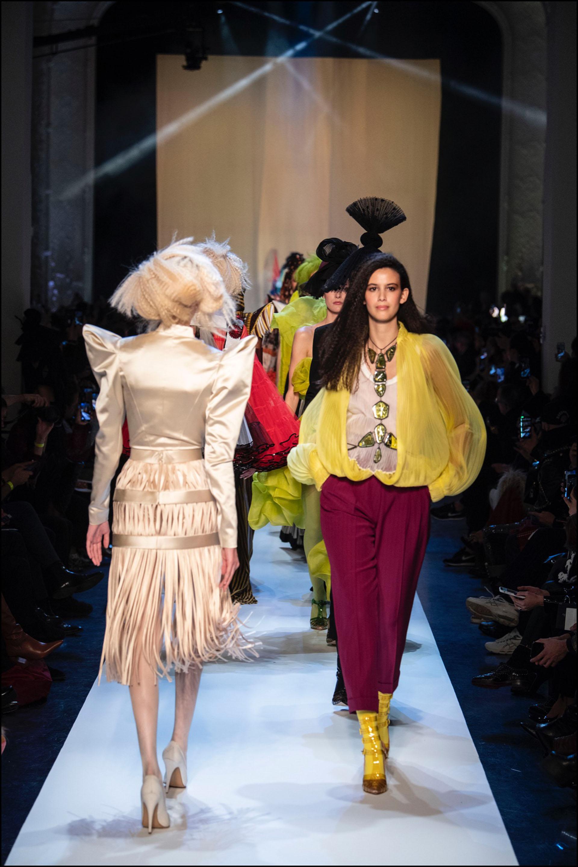 La moda abre el juego y se abraza a los cambios. La pasarela multicultural de Jean Paul Gaultier.