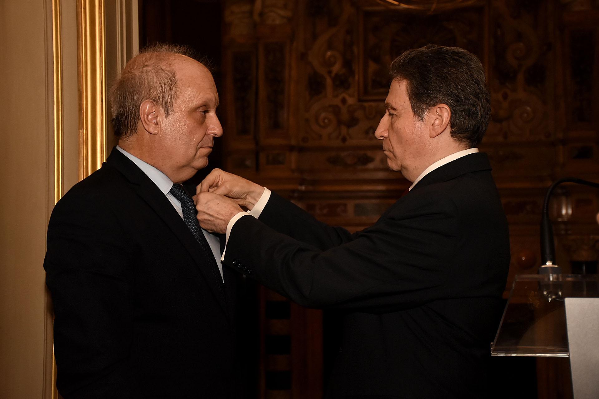 """Luego de destacar la gran cantidad de proyectos y planes realizados en conjunto, el embajador de Francia recordó: """"Juntos hemos vivido la extraordinaria aventura delG20. En pocos meses, pudiste darle a la cumbre un carácter genuinamente argentino, y eso era un reto fenomenal"""" y reconoció enLombardia """"un hombre generoso, que ama profundamente el debate de las ideas.Un Argentino orgulloso de su patria, que trabaja con pasión construyendo vínculos perennes entre Francia y Argentina, haciendo de la cooperación cultural la herramienta clave de su gestión"""""""