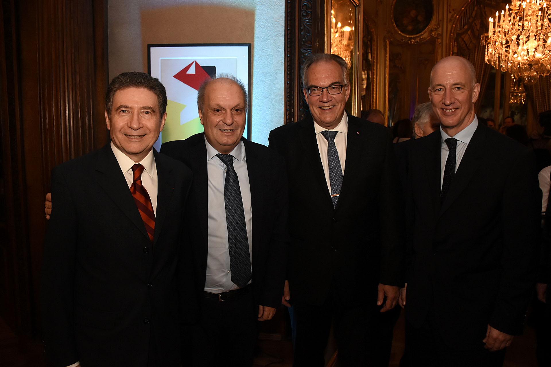 Pierre-Henri Guignard, embajador de Francia en la Argentina, y Hernán Lombardi junto a Jürgen Christian Mertens, embajador de Alemania en la Argentina, y Mark Kent, embajador británico